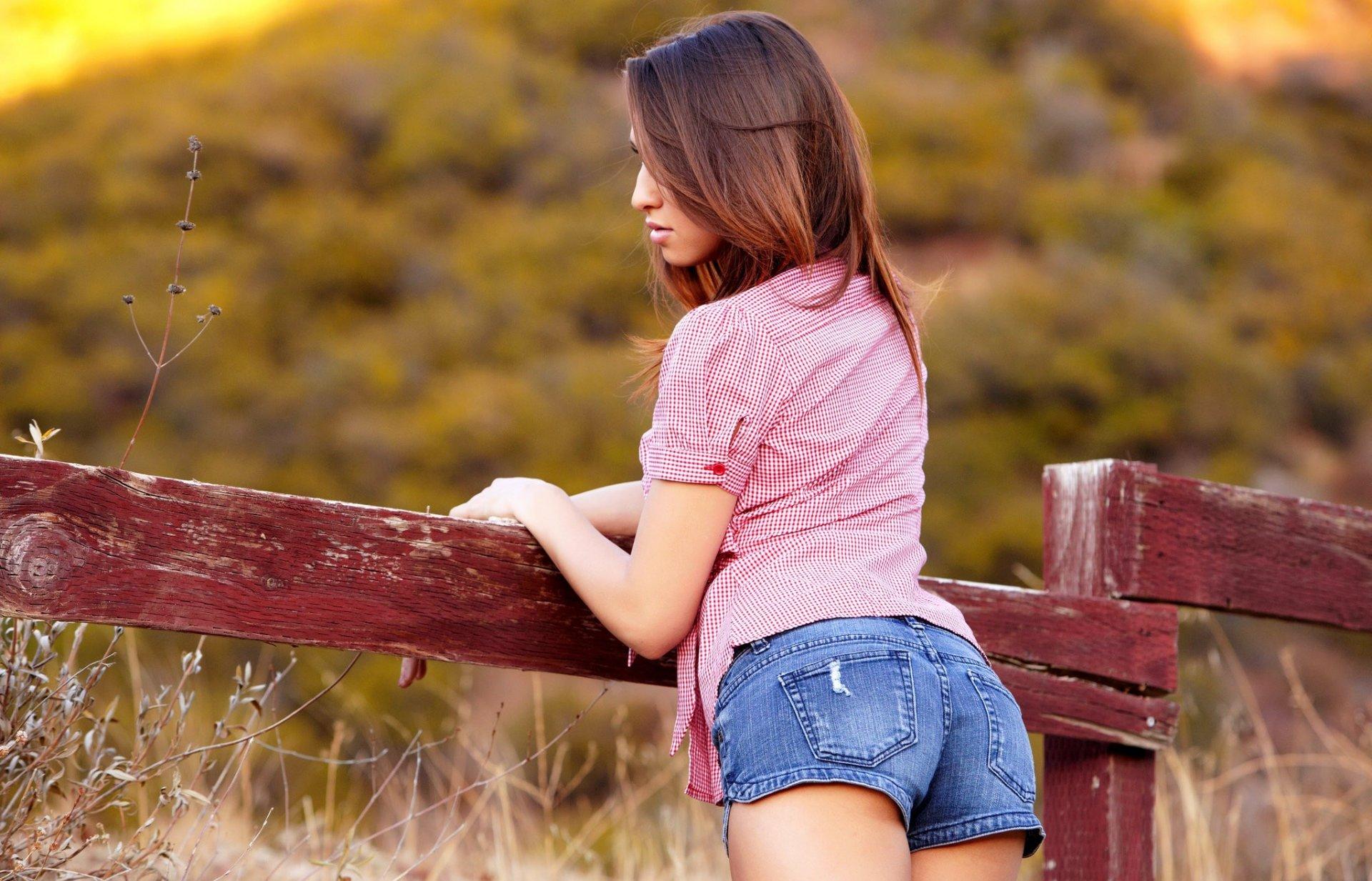 Смотреть девочек в попку, Трахает в жопу молоденькую девочку -видео 19 фотография