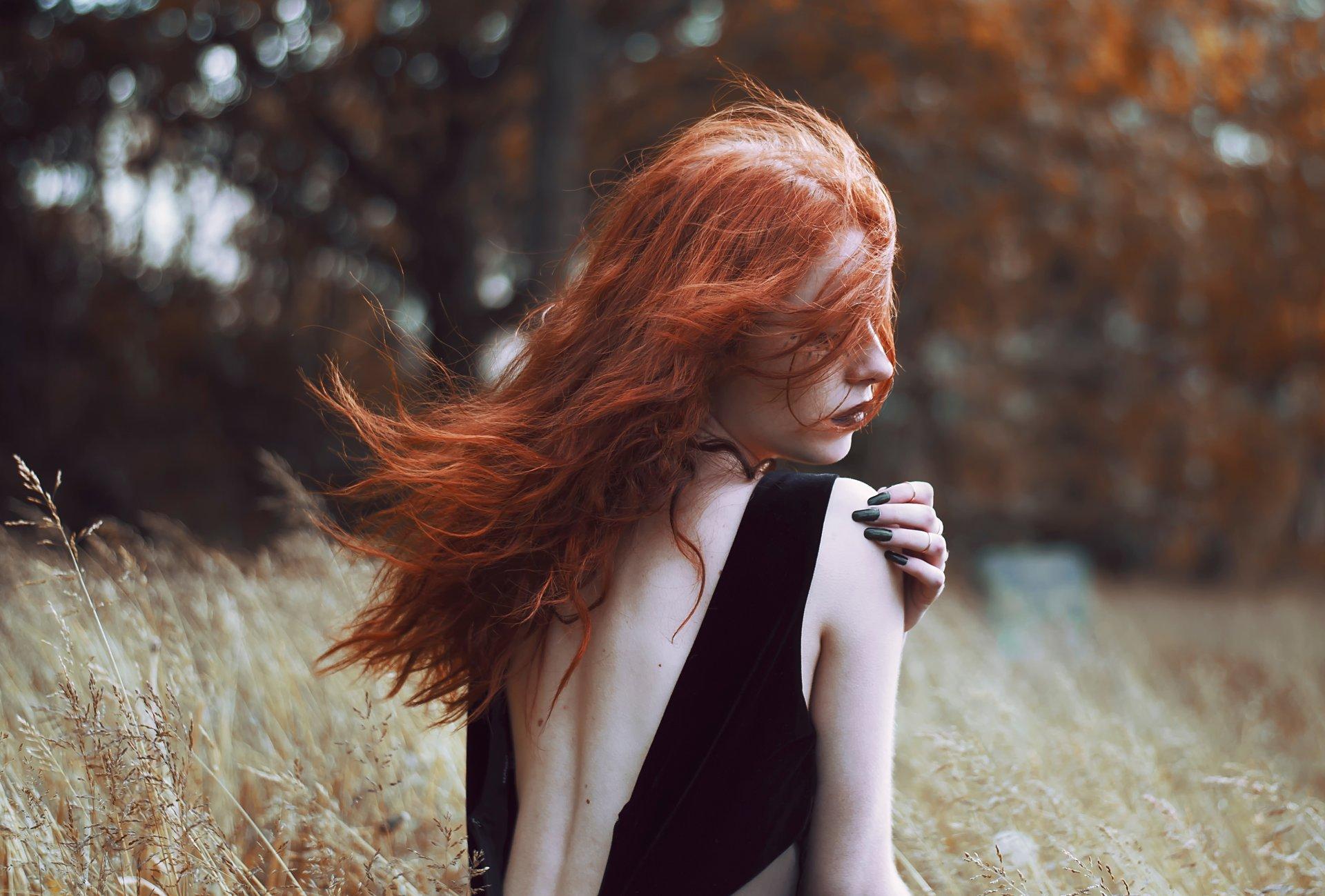 Фото девушек сзади с рыжими волосами видео