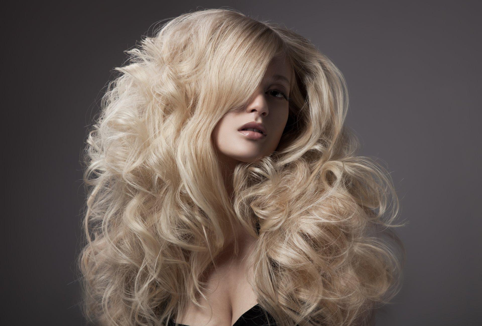Фото кудрявая блондинка, Голая кудрявая блондинка В чулках 16 фотография