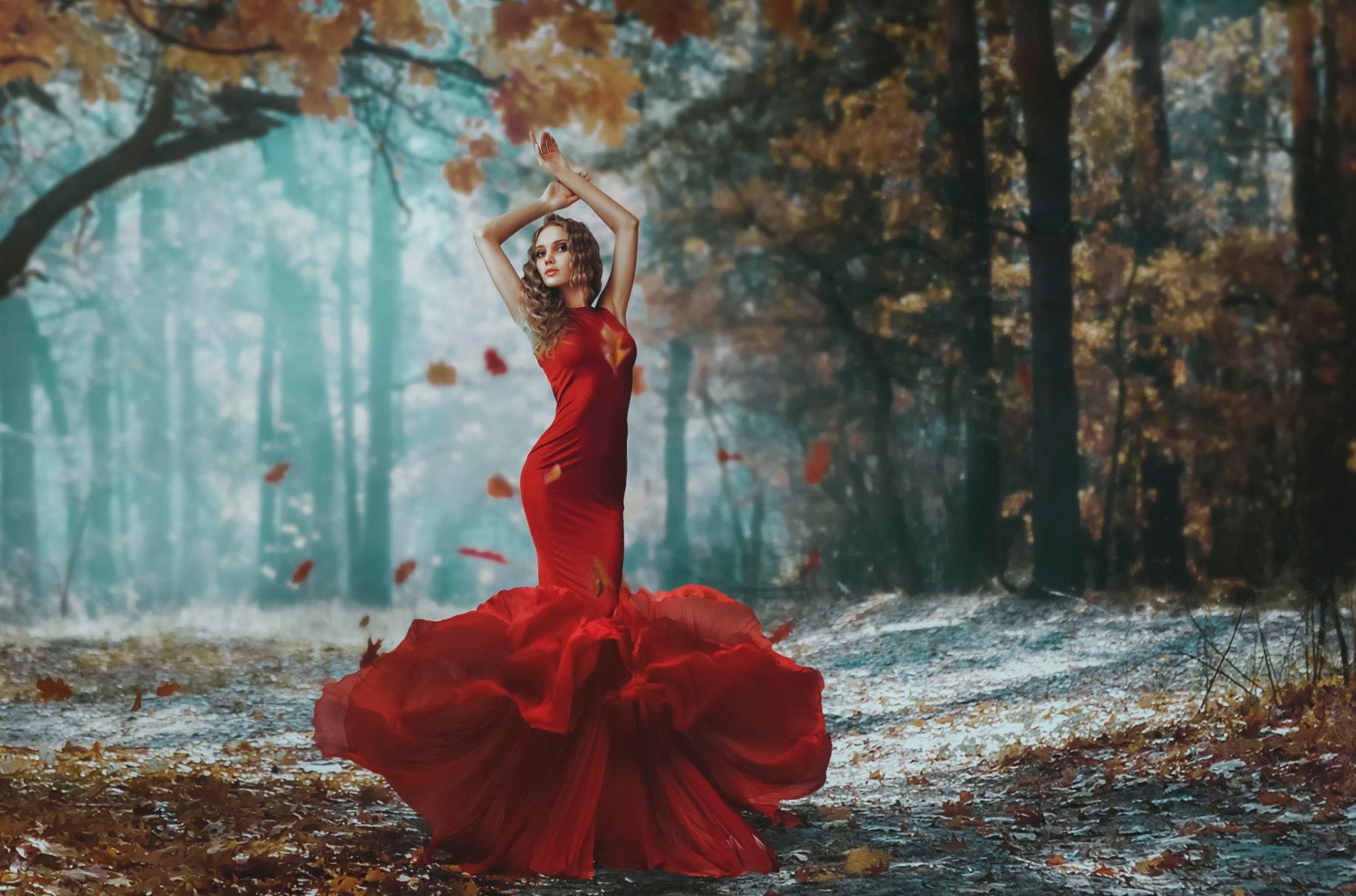 главное девушка танцует в красном платье на природе все продолжая смотреть