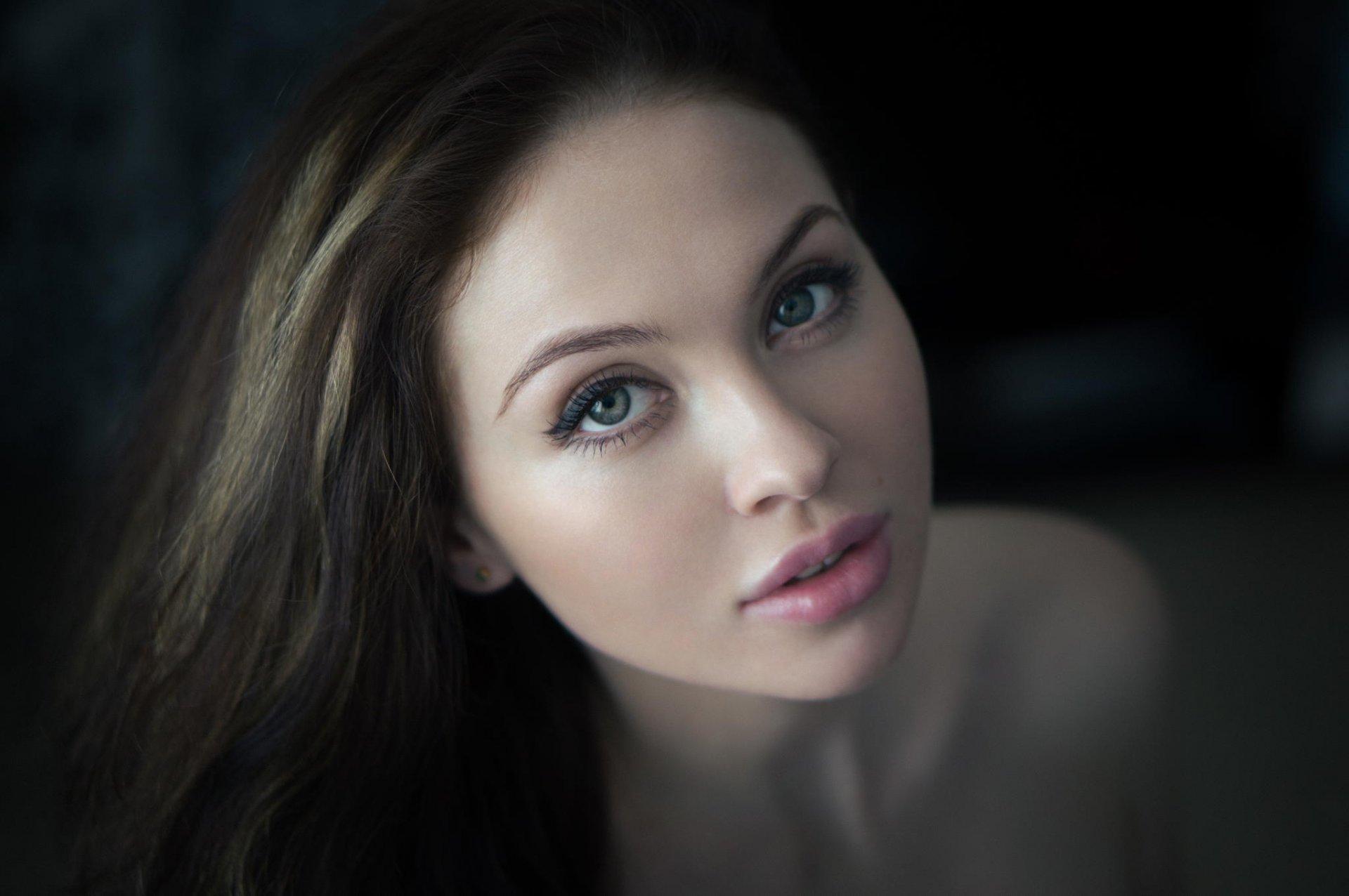 Крупным планом девичье лицо смотреть онлайн