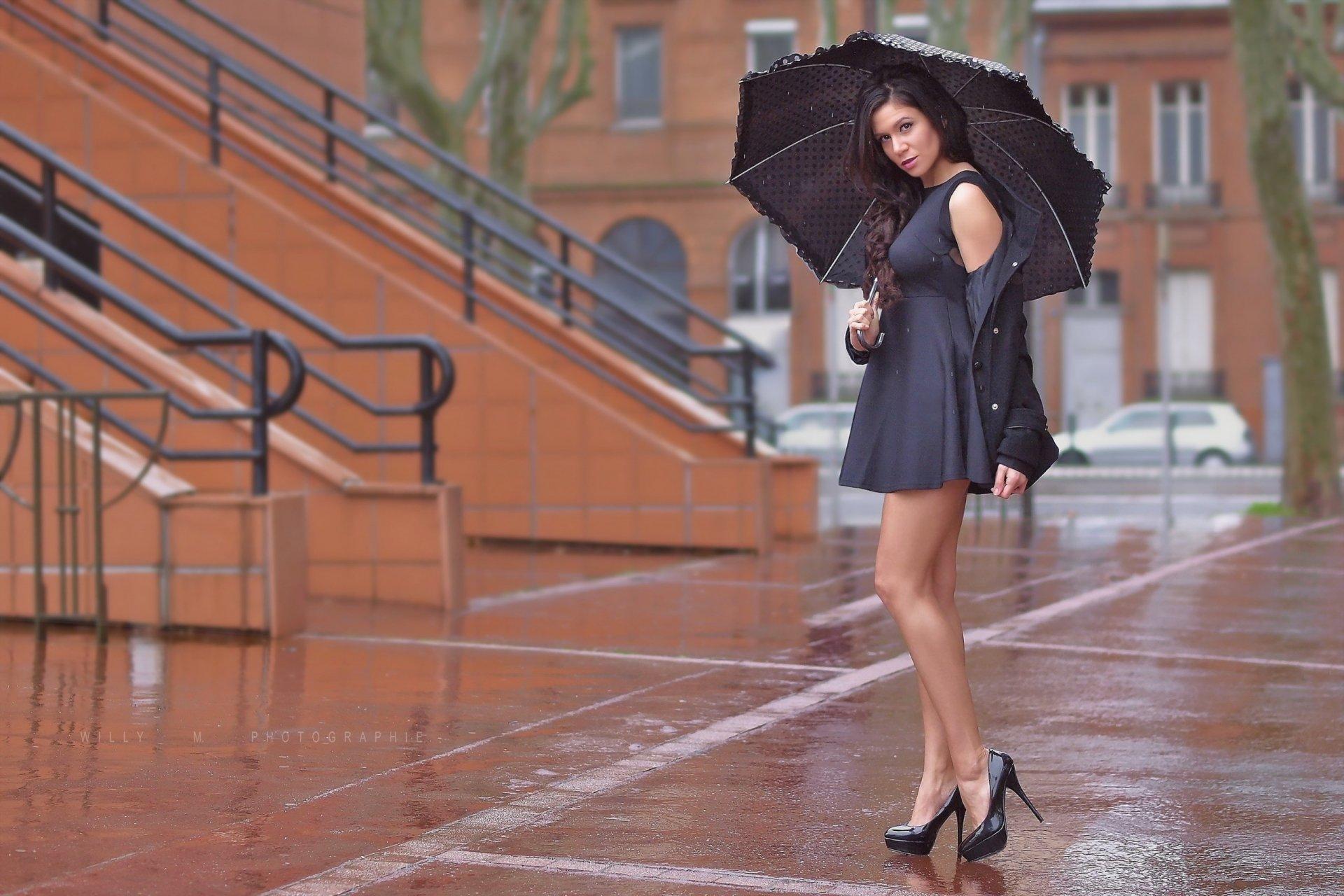 Женские ноги на улице