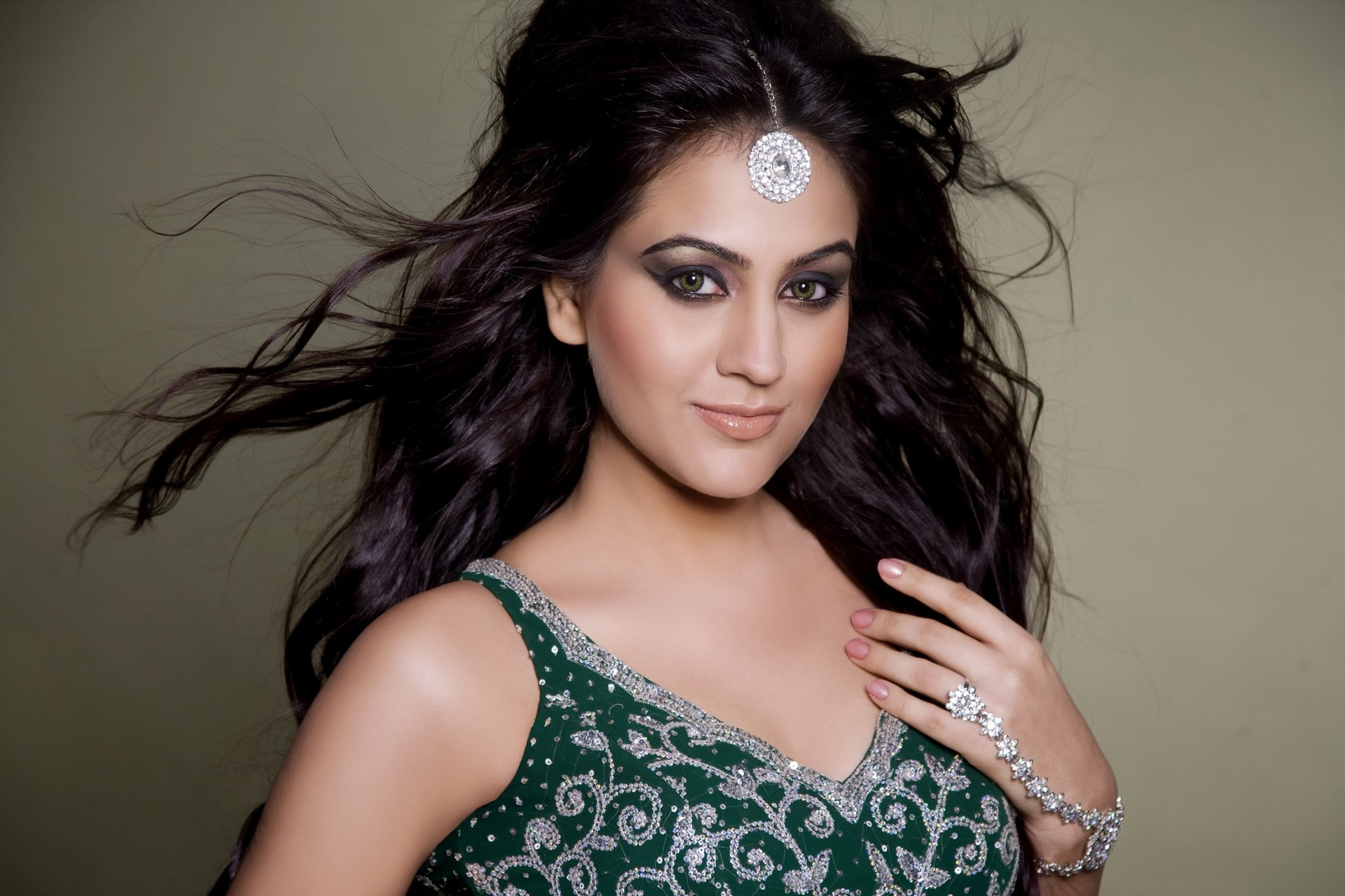 Картинки индийских актеров и актрис, днем свадьбы пожеланием