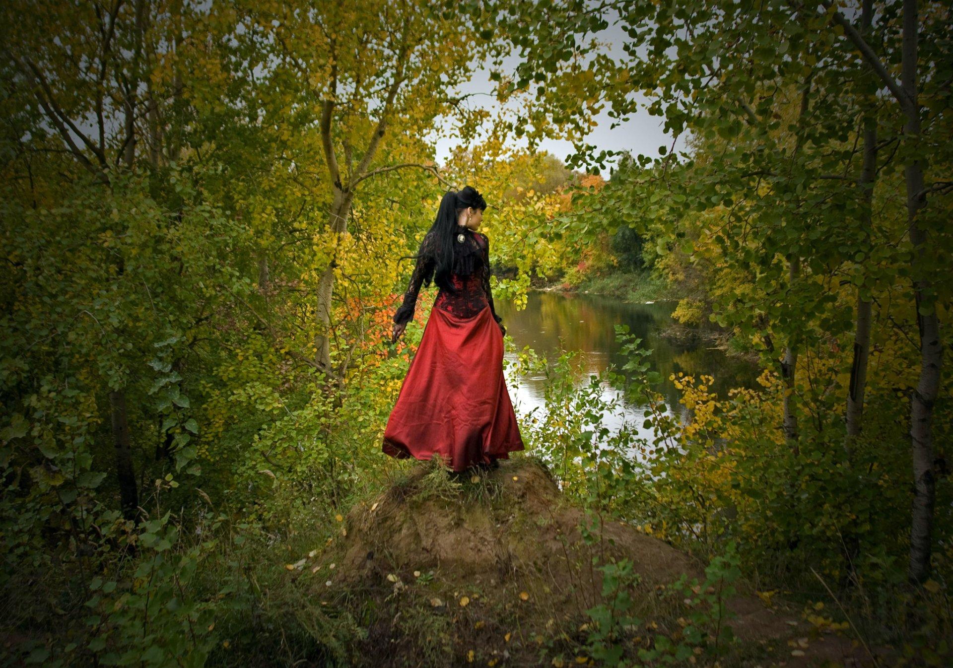 девушка в корсете на природе фотосессия пока маша была