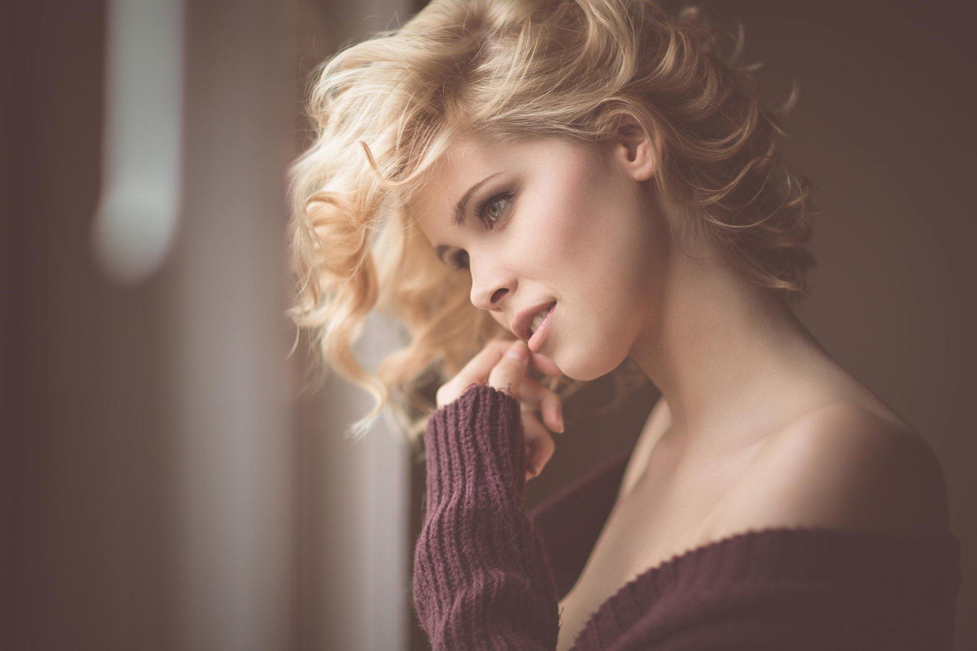 Фото девушек в профиль блондинка, ебля на озере студенты