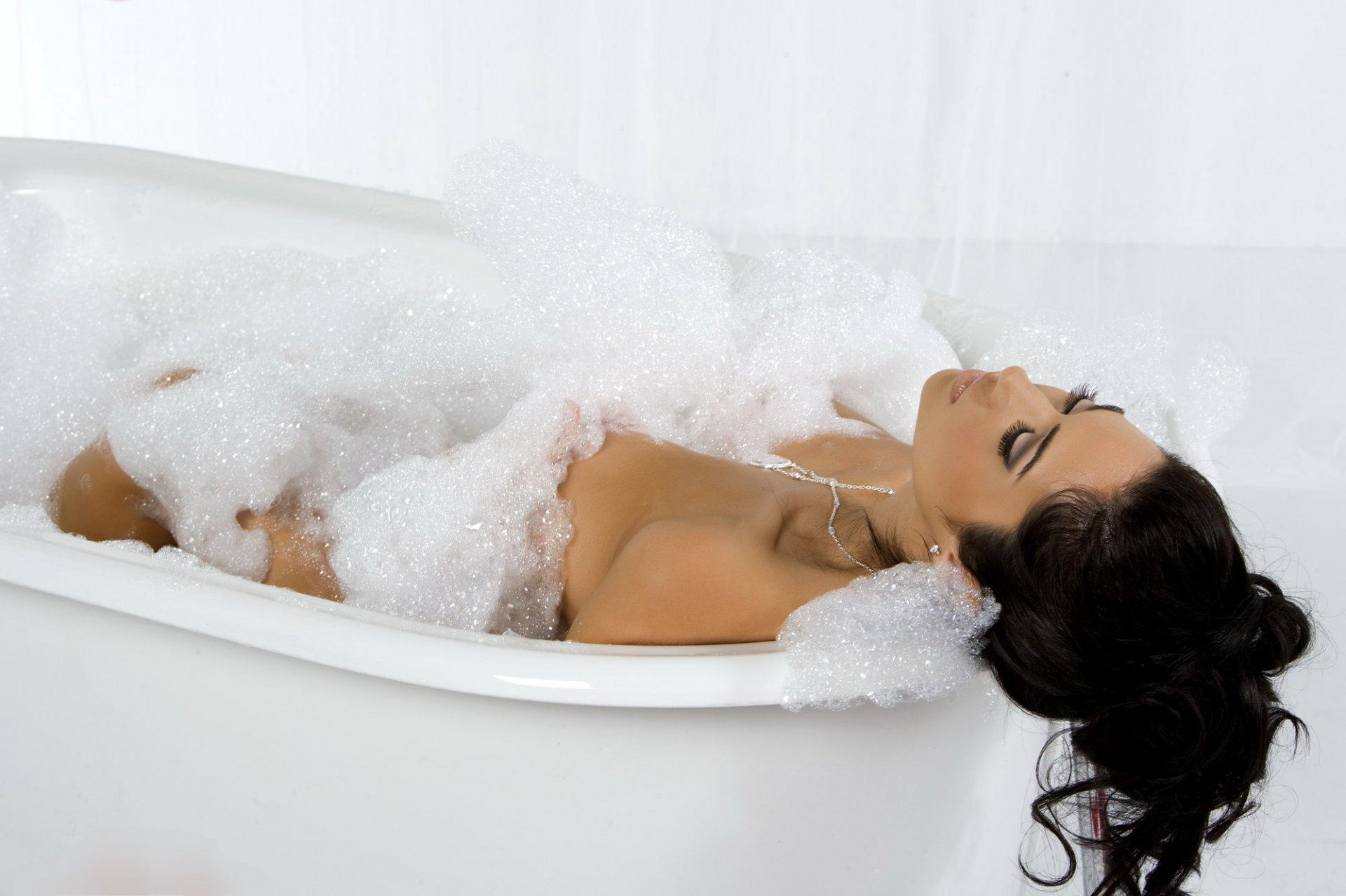 Звание, картинки в ванне девушка