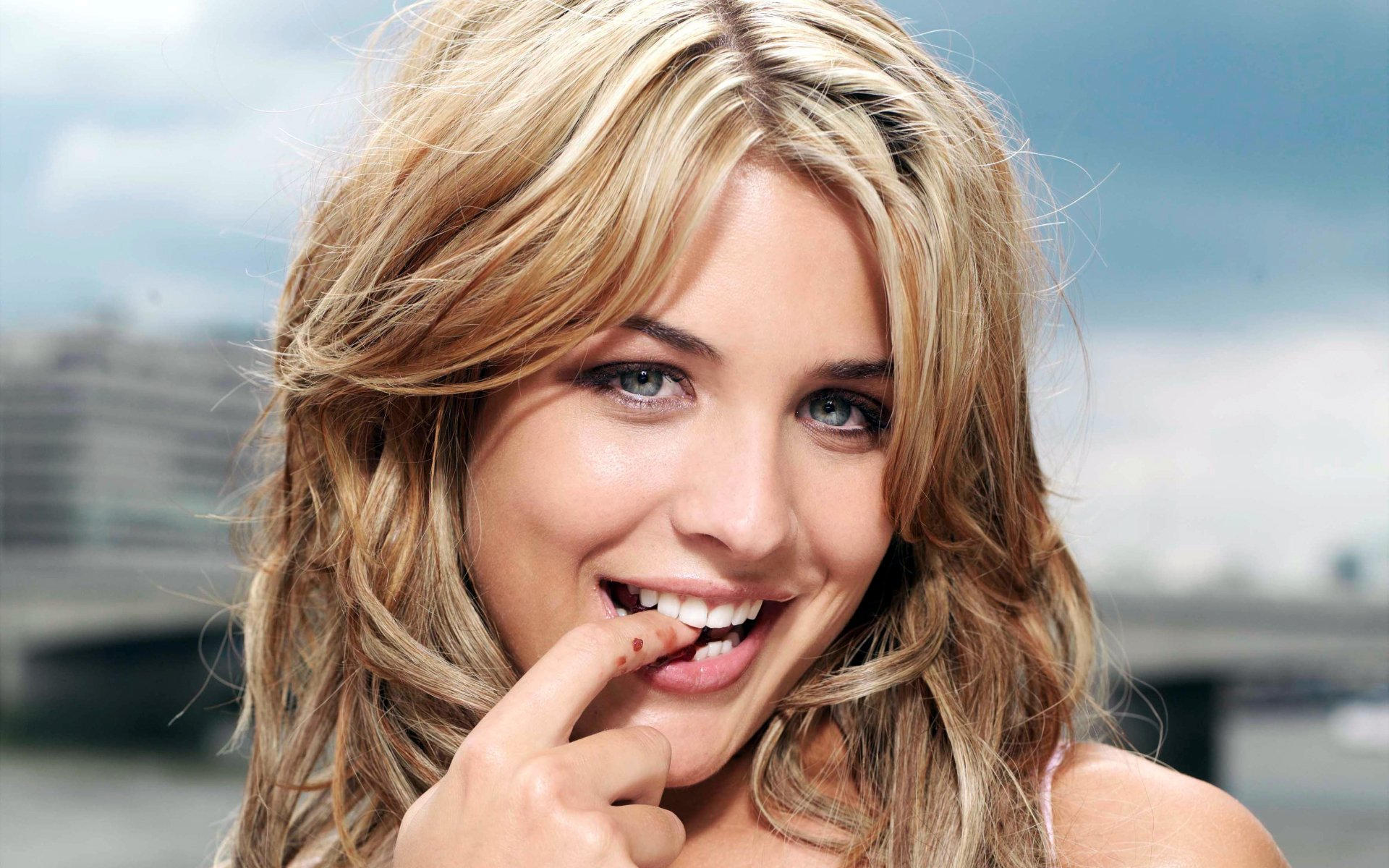 https://w-dog.ru/wallpapers/4/10/516557129199122/gemma-atkinson-lico-devushka-blondinka.jpg