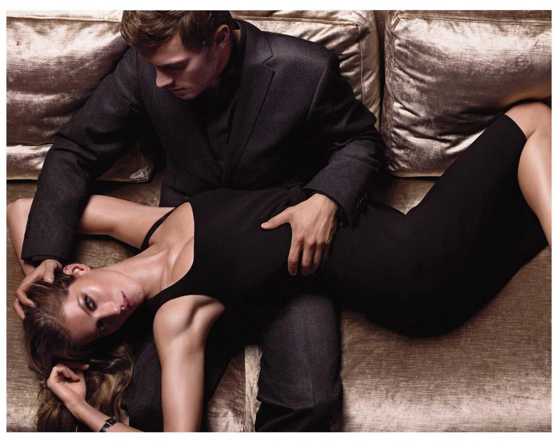 Холостой мужчина трахается с шикарными молодыми любовницами  60614