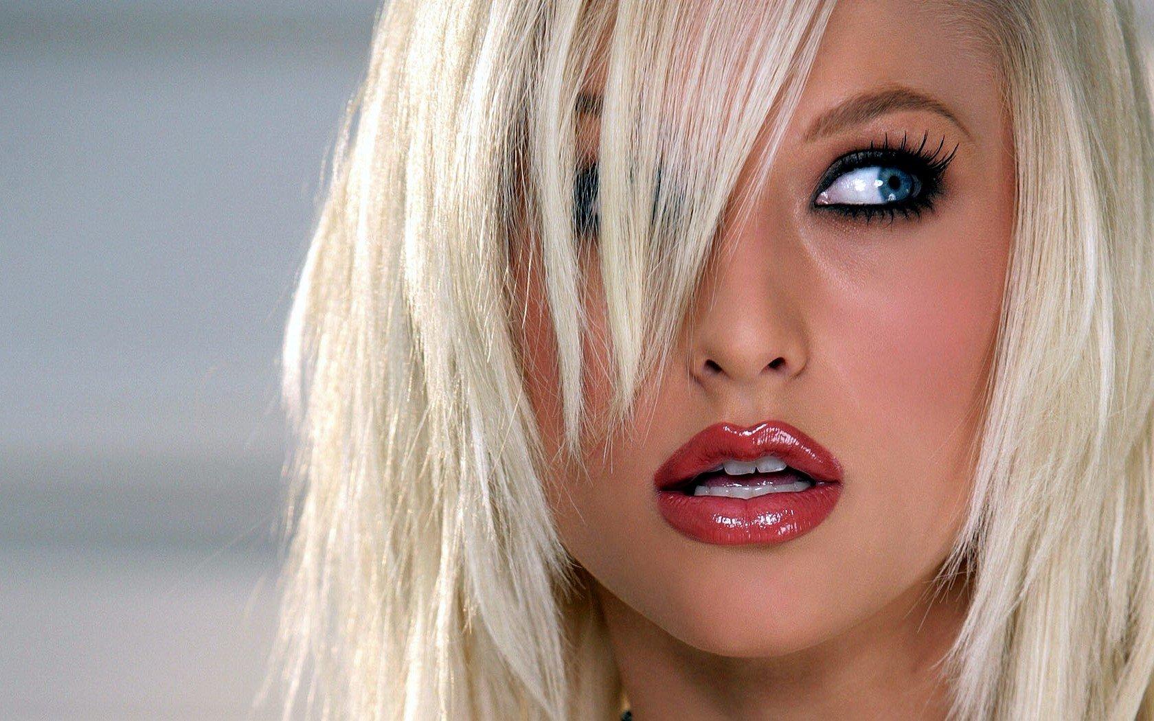 seksualniy-makiyazh-dlya-blondinki