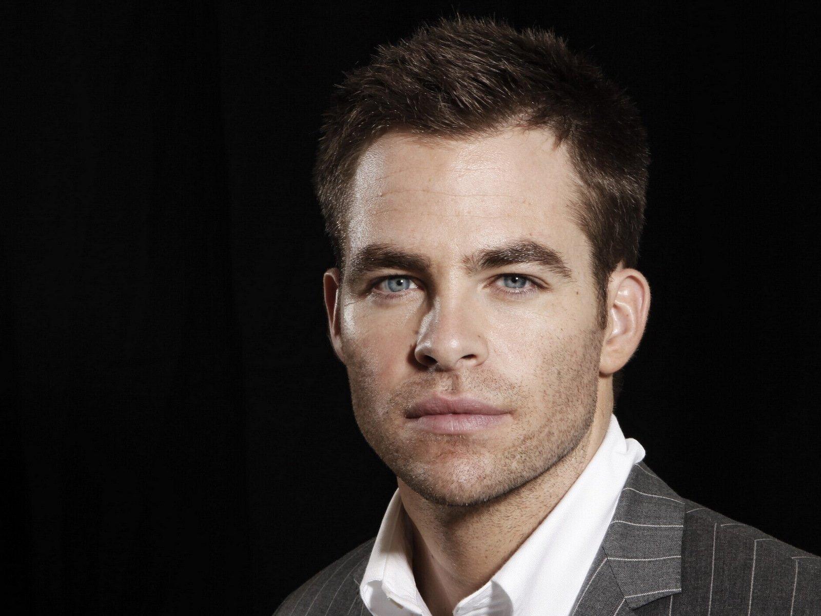 красивые американские актеры мужчины фото возводилось