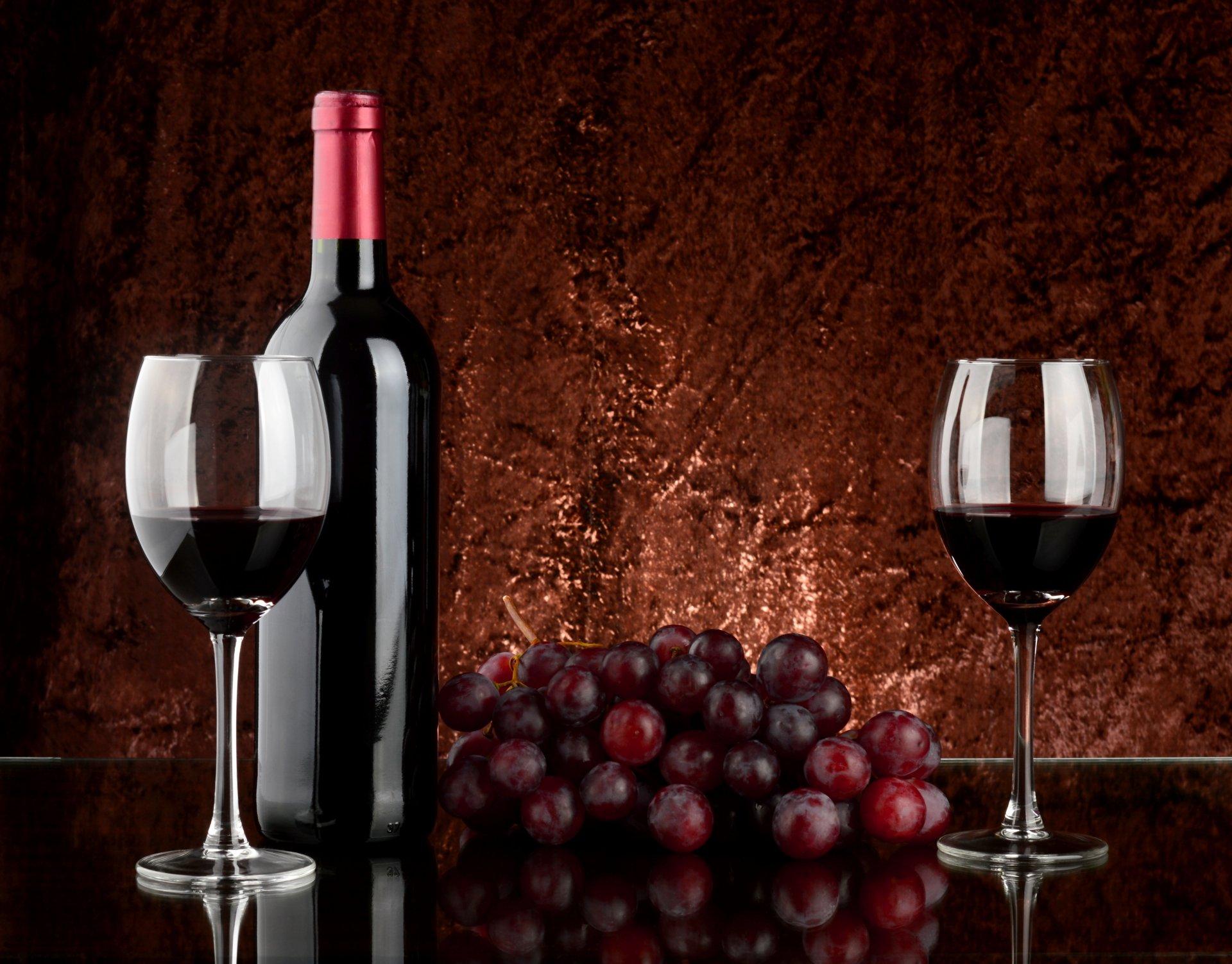 Открытка вино и бокалы, шары
