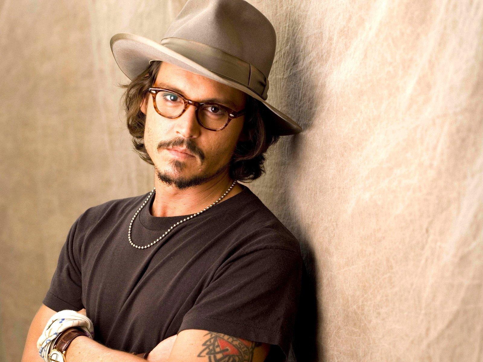 Картинка мужчина в очках и шляпе