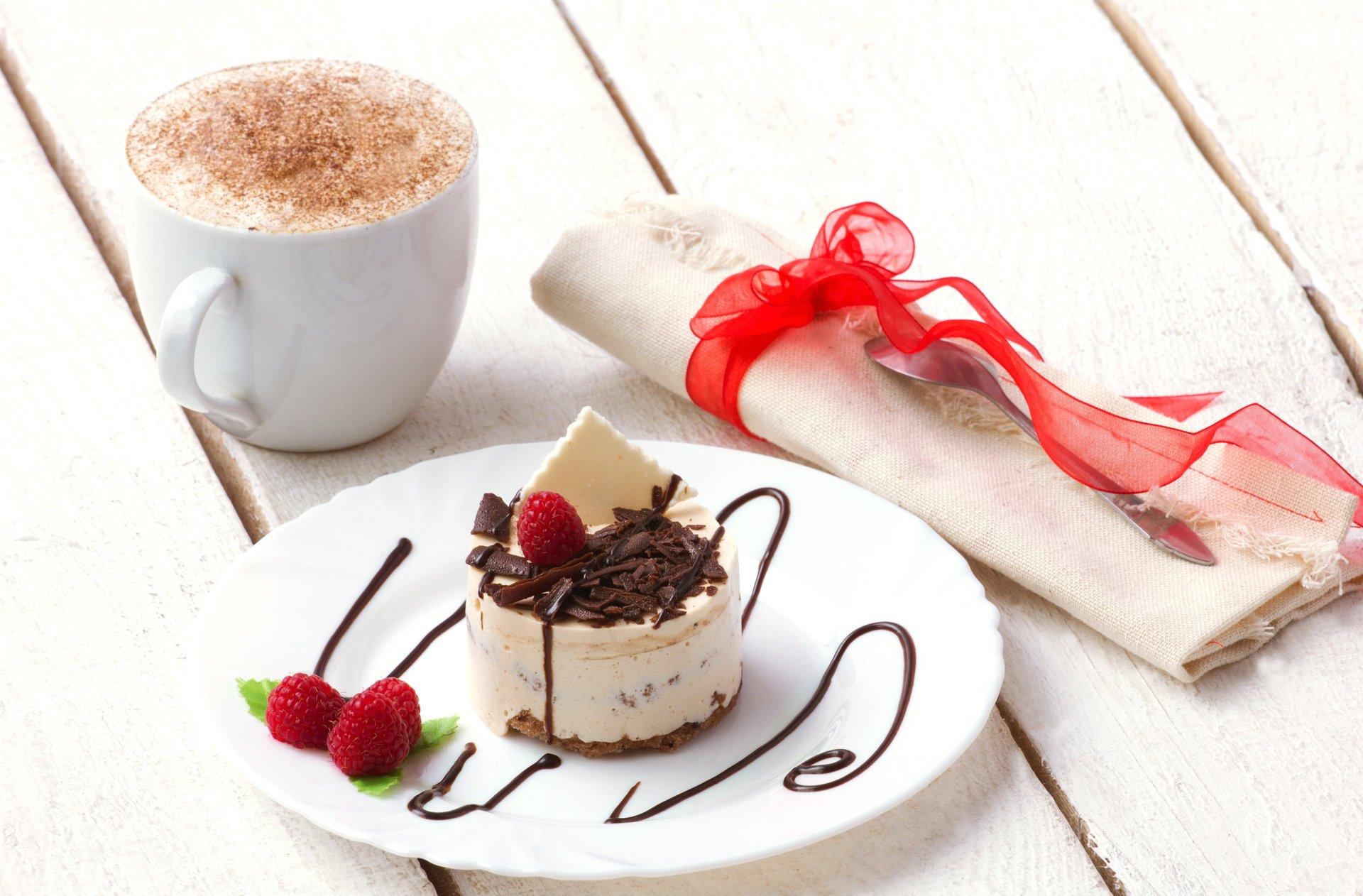 Обезьяны, открытка с пирожными и кофе