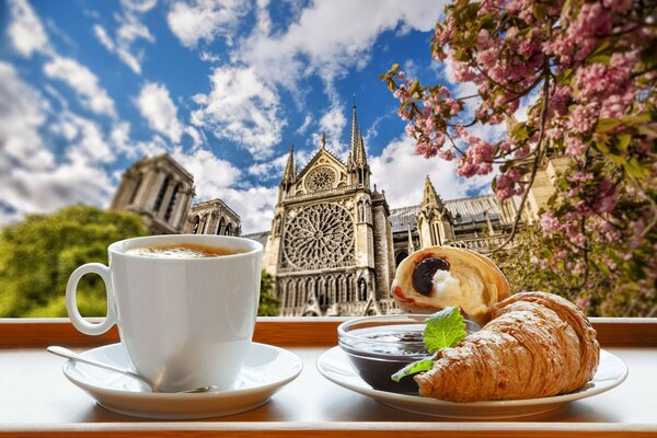 breakfast coffee cup croissant Paris France Notre Dame cathedral spring завтрак кофе круассан джем Париж Нотр Дам