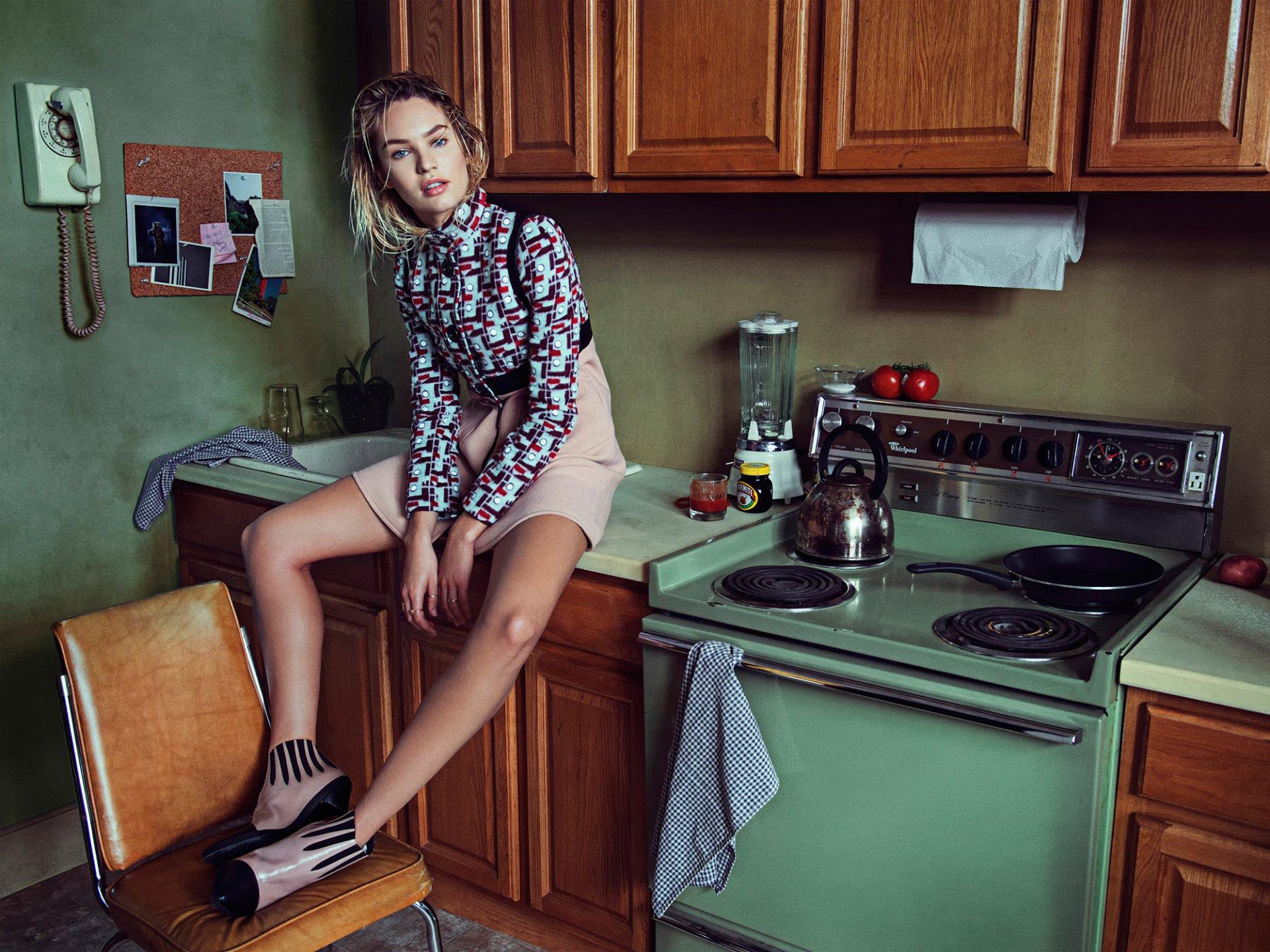 Разделась на кухни фото, Восхитительная девушка на кухне 19 фотография
