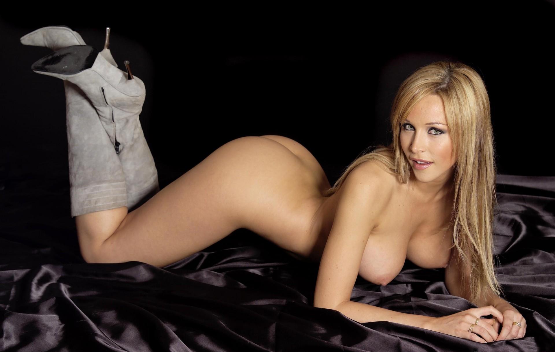 фото голые модели в сапогах - 4