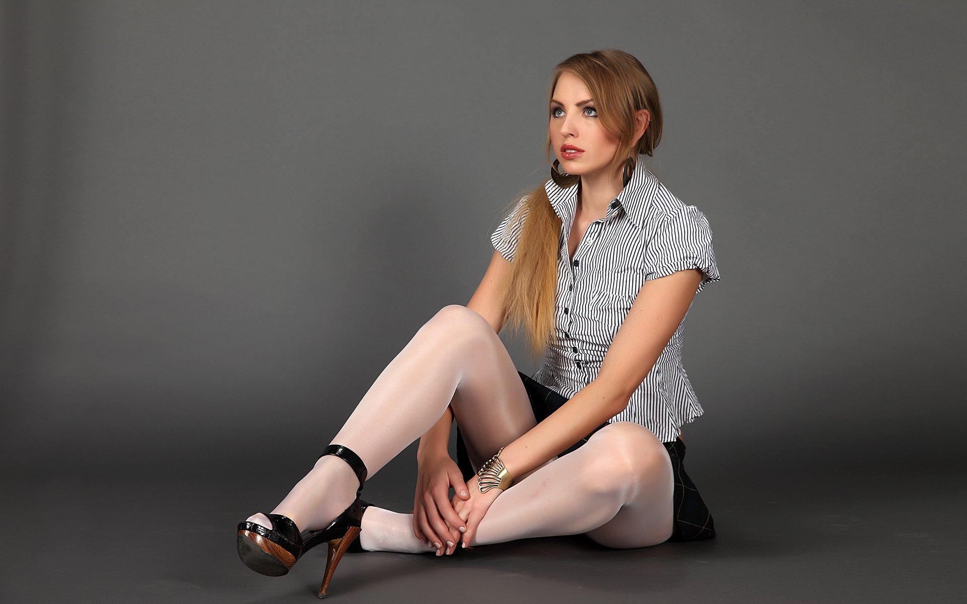 Фото ножки в босоножках и нейлоне 18 фотография