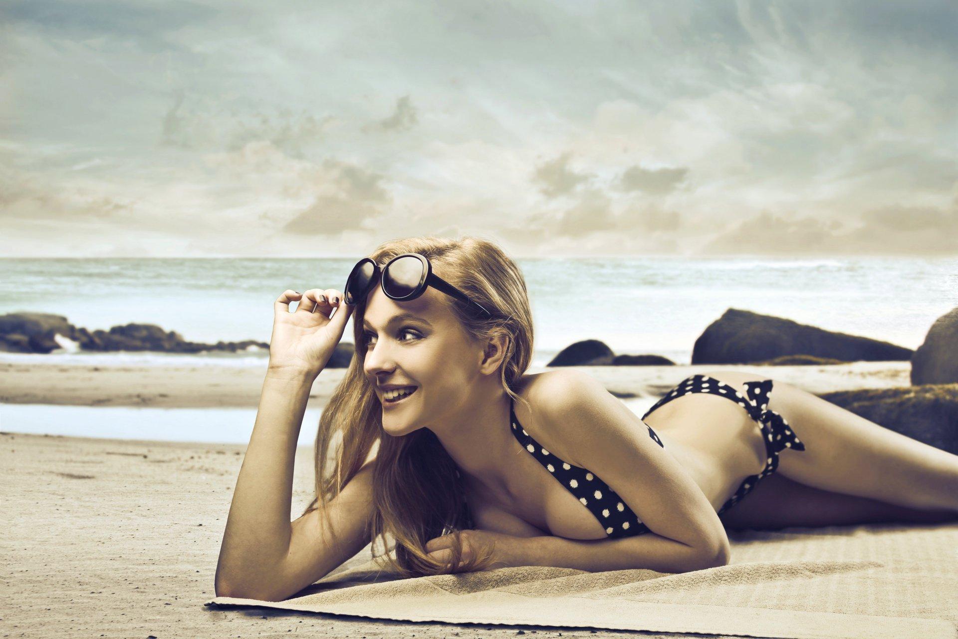 Девушка пляж купальник очки бесплатно