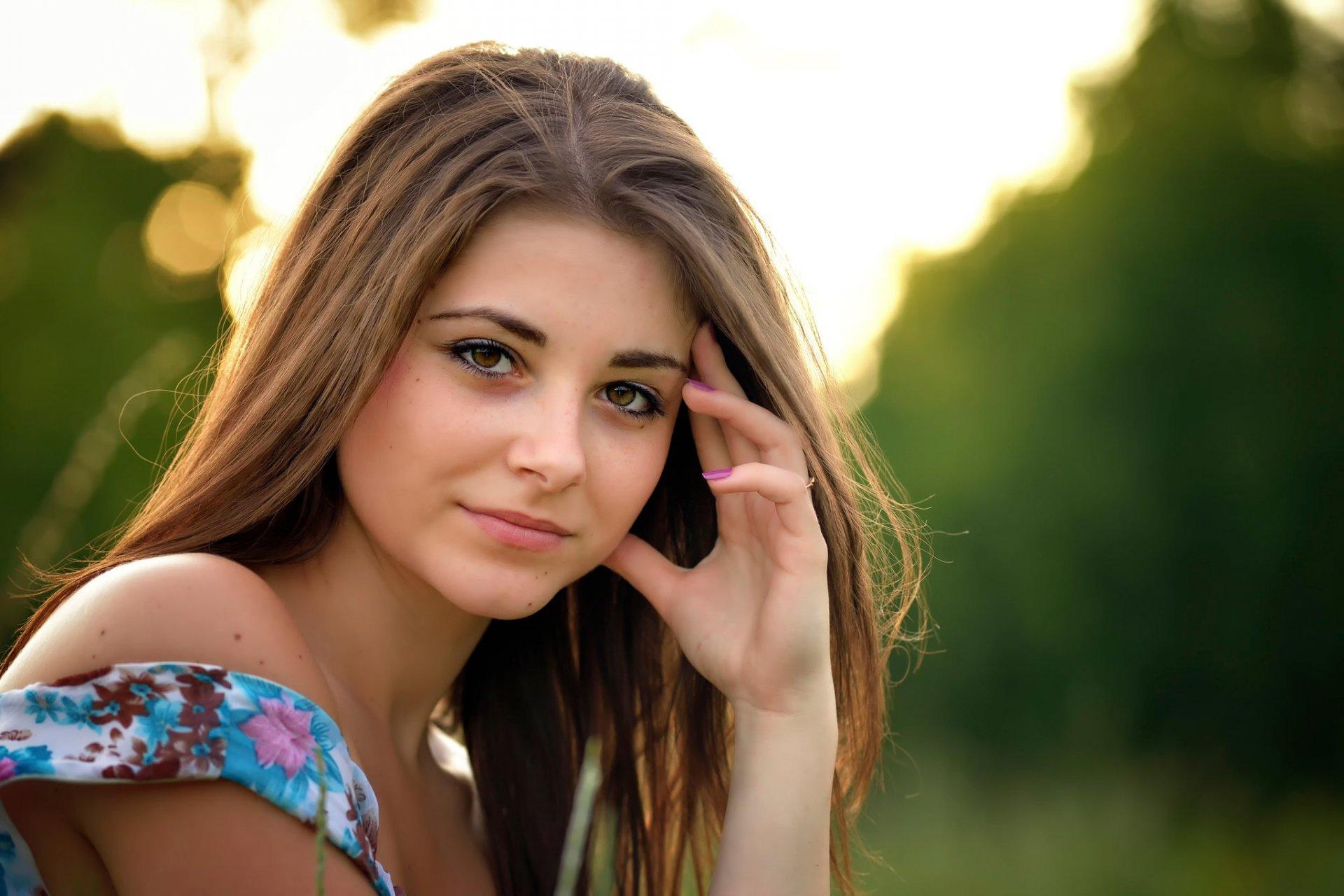 Красивая скромная девушка порнухой