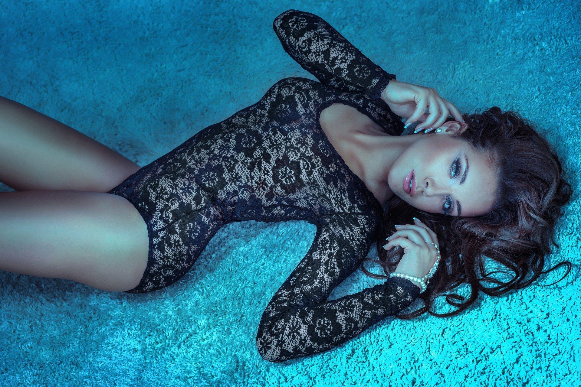 fotoset-devushki-v-bodi-imya-samoy-yunoy-aziatskoy-porno-aktrisi