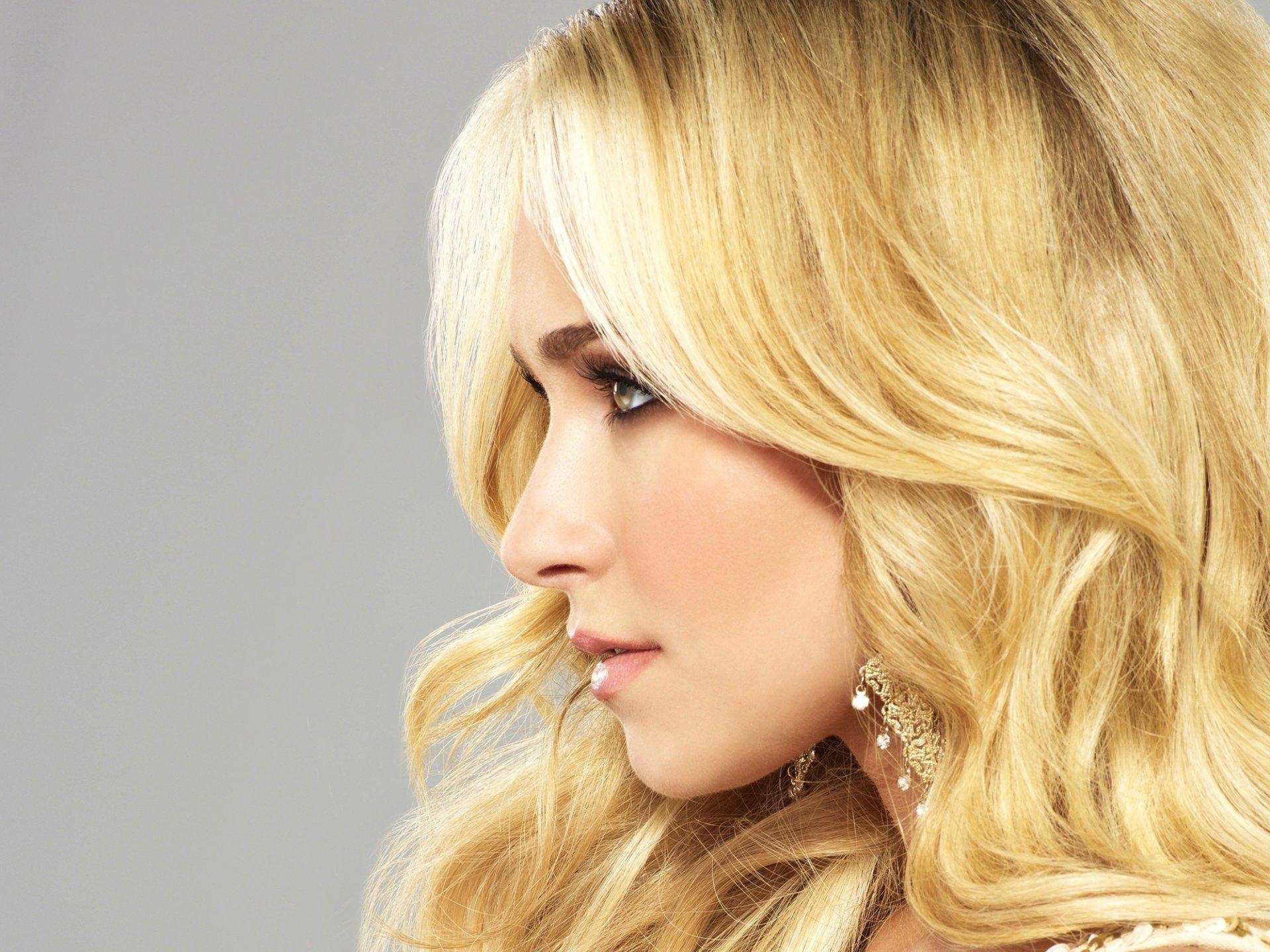 Фото девушек в профиль блондинка, очень красивая русская молодежь трахается