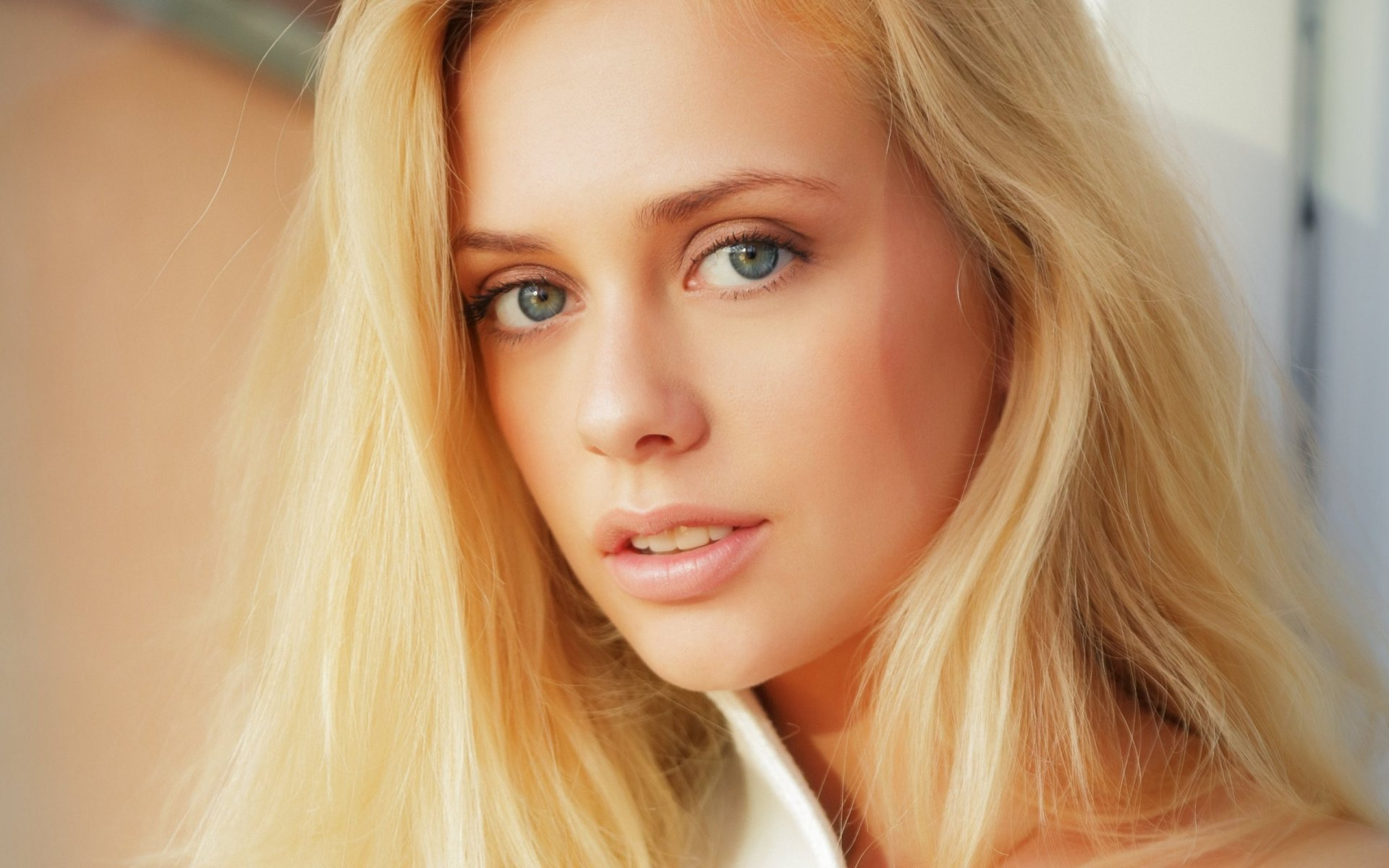 Фото моделей с голубыми глазами