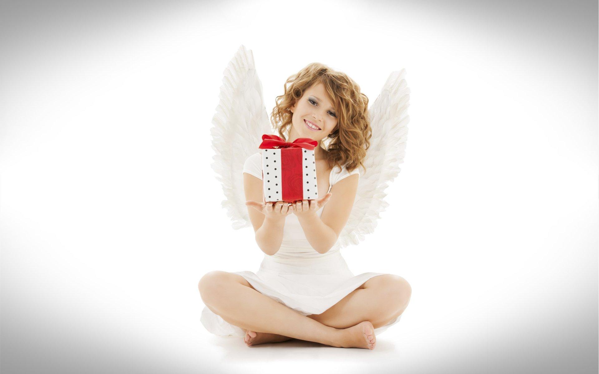 Рисунок ангелочек с подарком 31