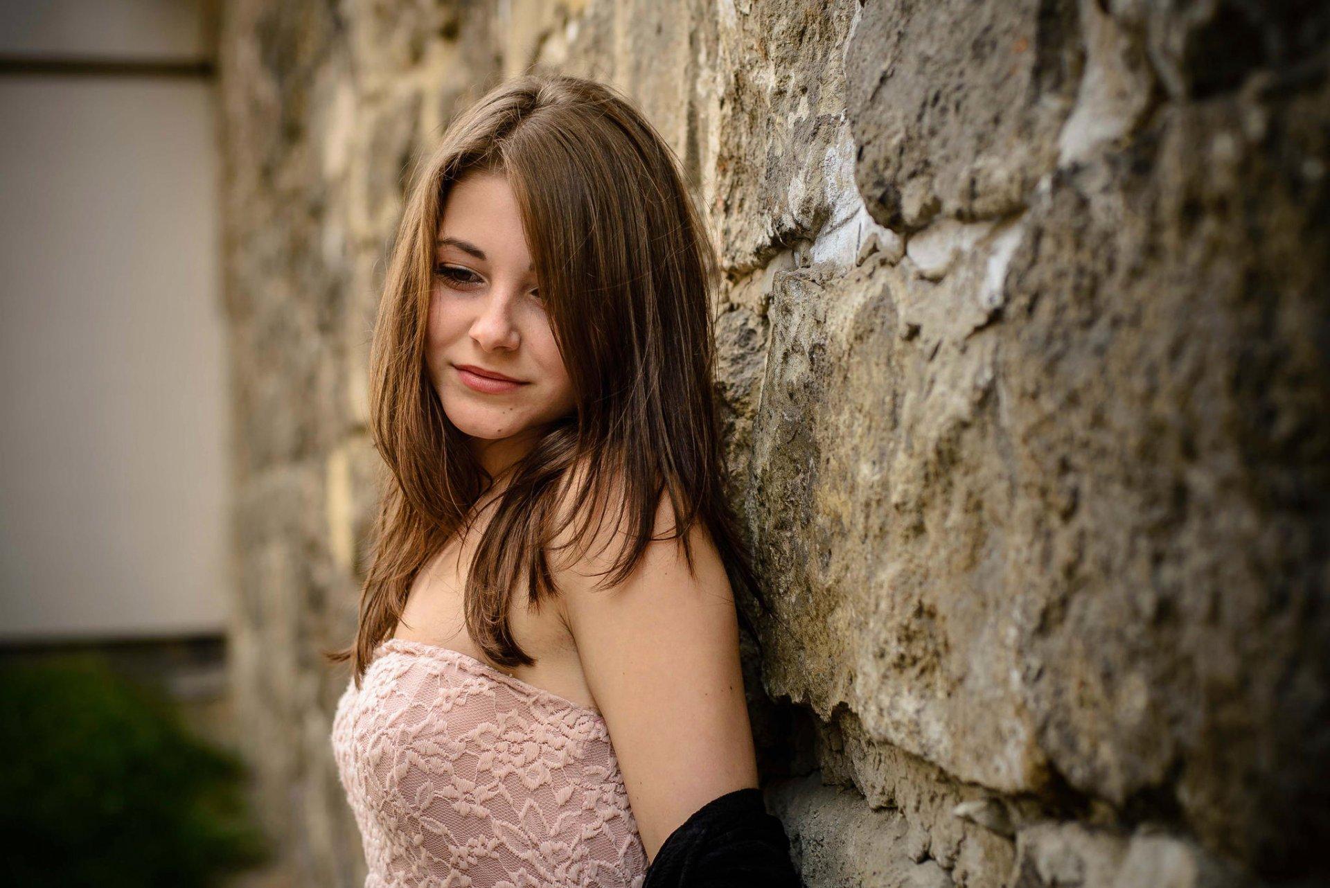 Фотки скромных красивых девушек #14