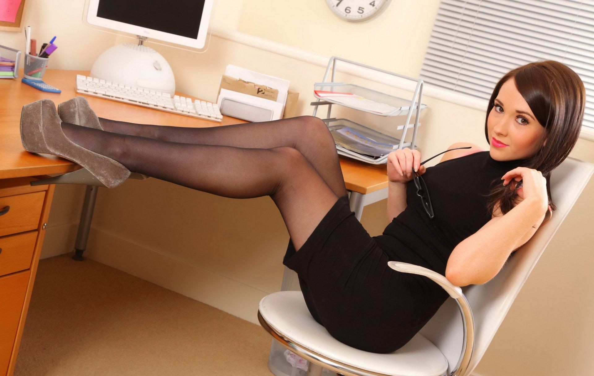 Девушка в платье в офисе сексуальная, ольга минет частное