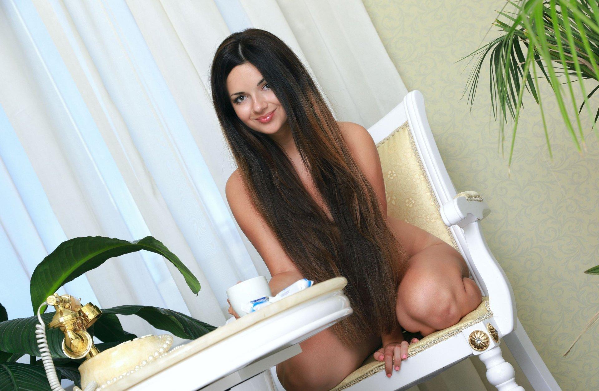 Эротические фотки красивых девушек брюнеток с длинными волосами