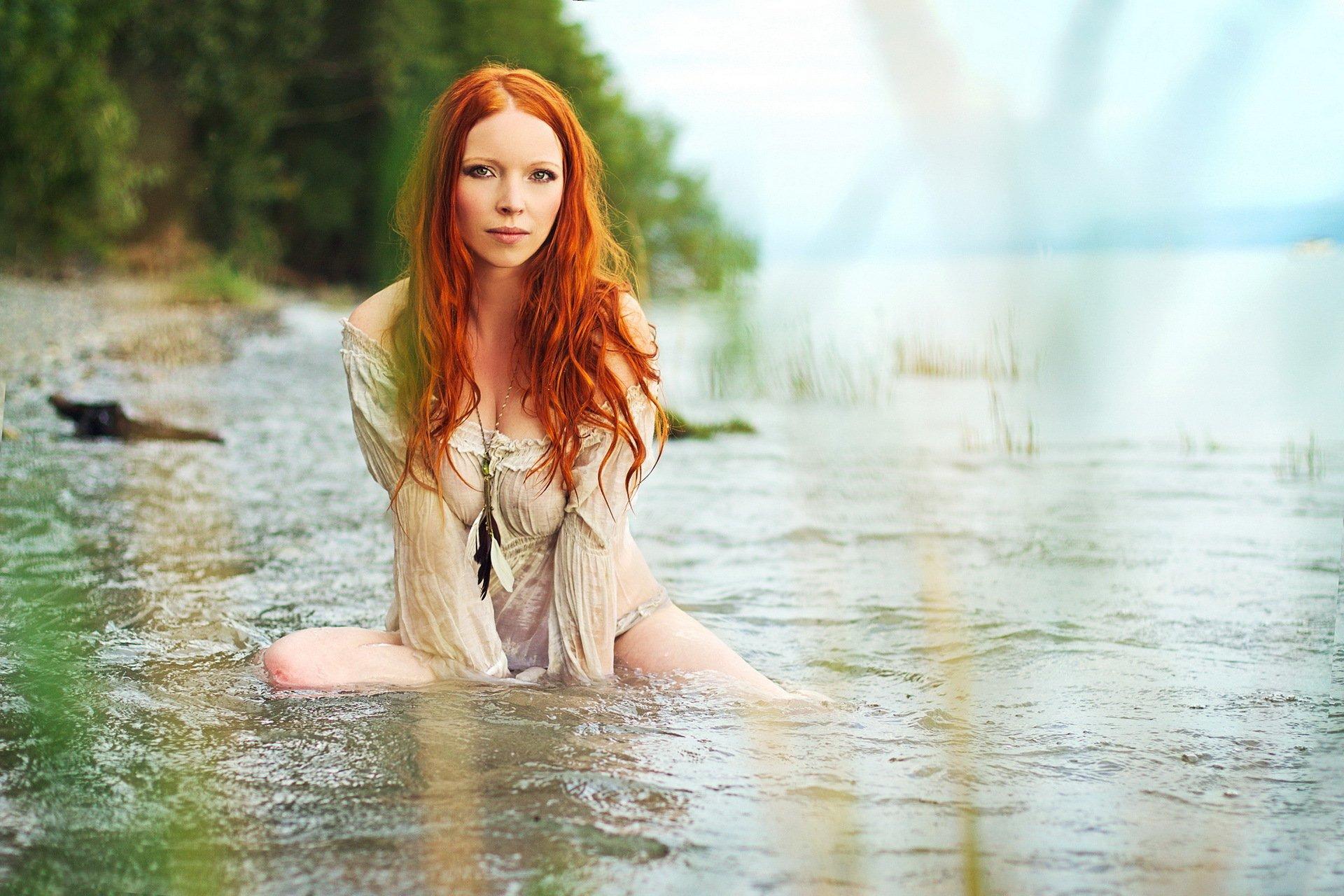 Красивые девушки на речке 1