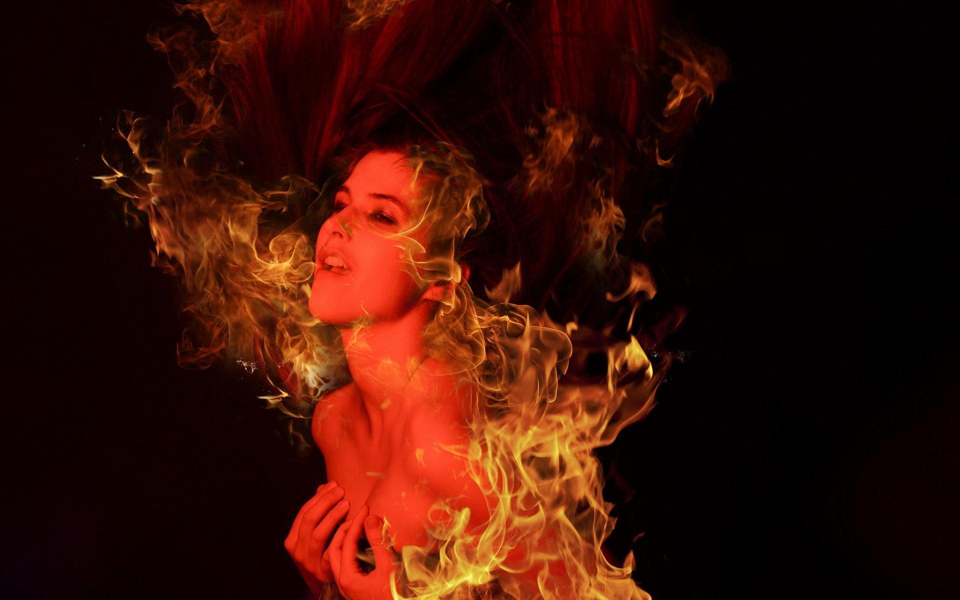 Девушка с горящей шкатулкой скачать