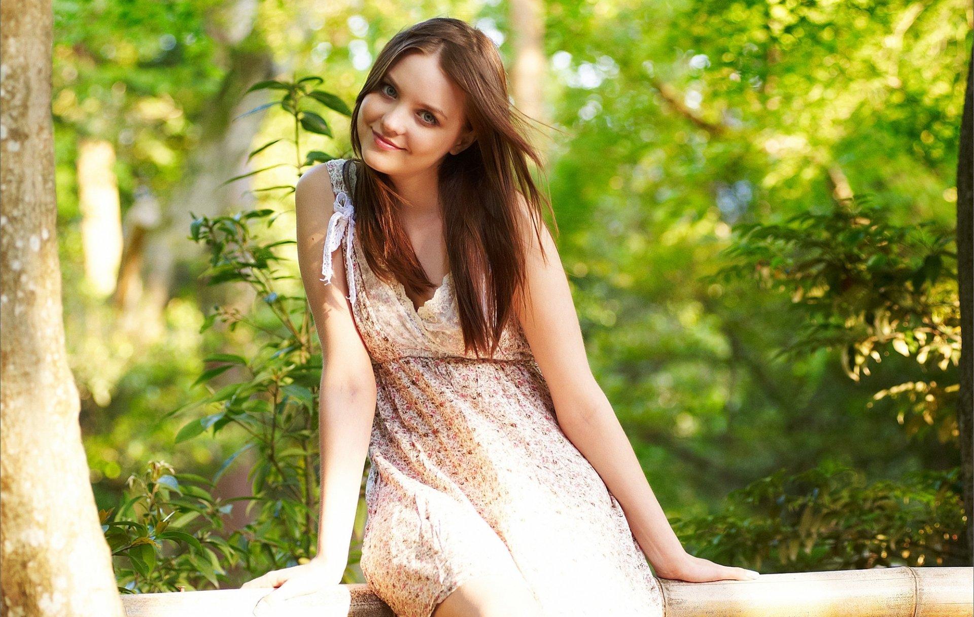 Красивые фото девушек природа