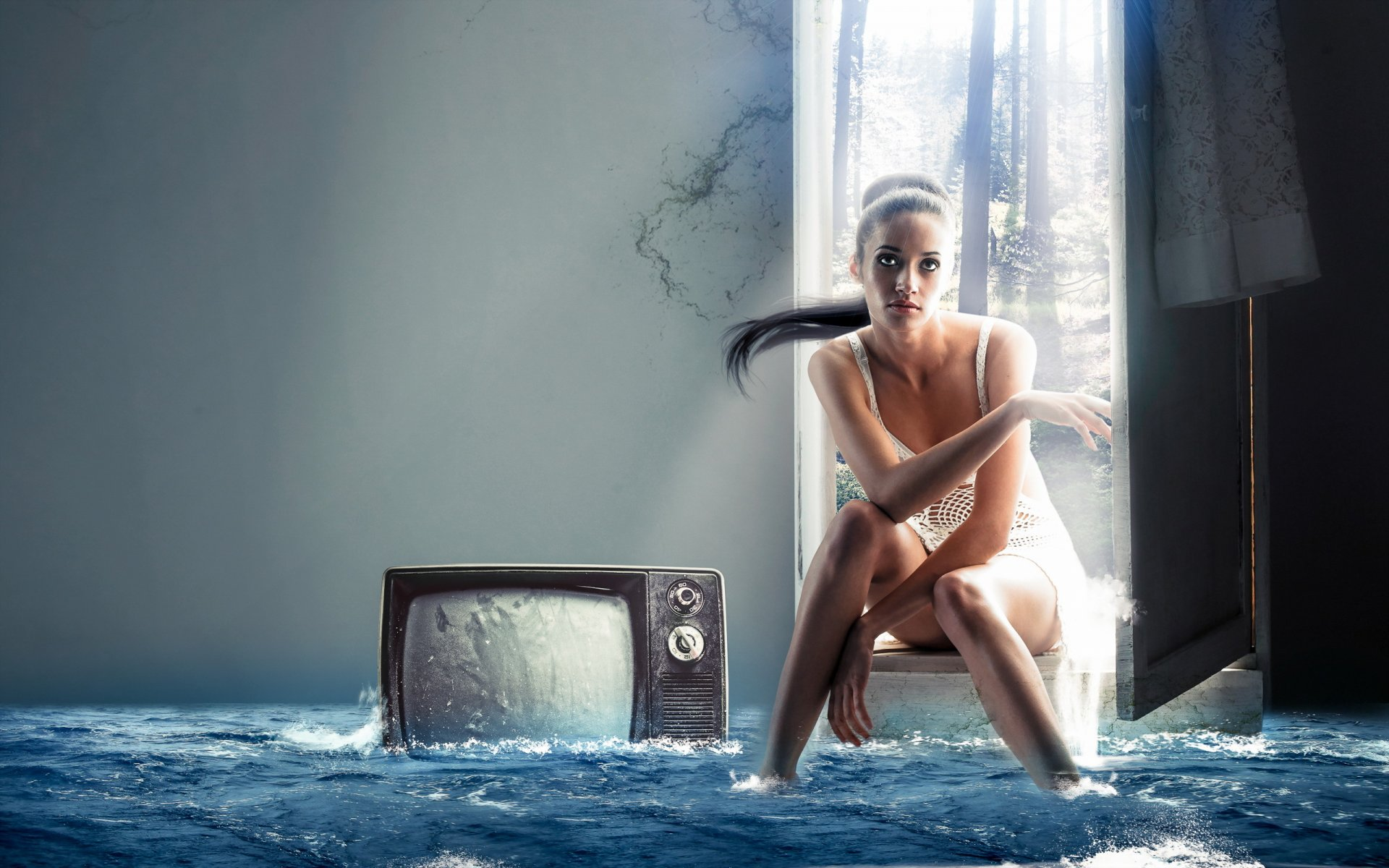 Голые девки на фоне старых телевизоров фото кажется