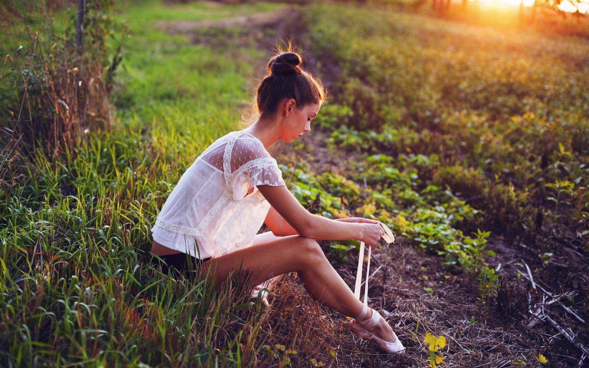 Необычные фото девушек на природе — photo 14