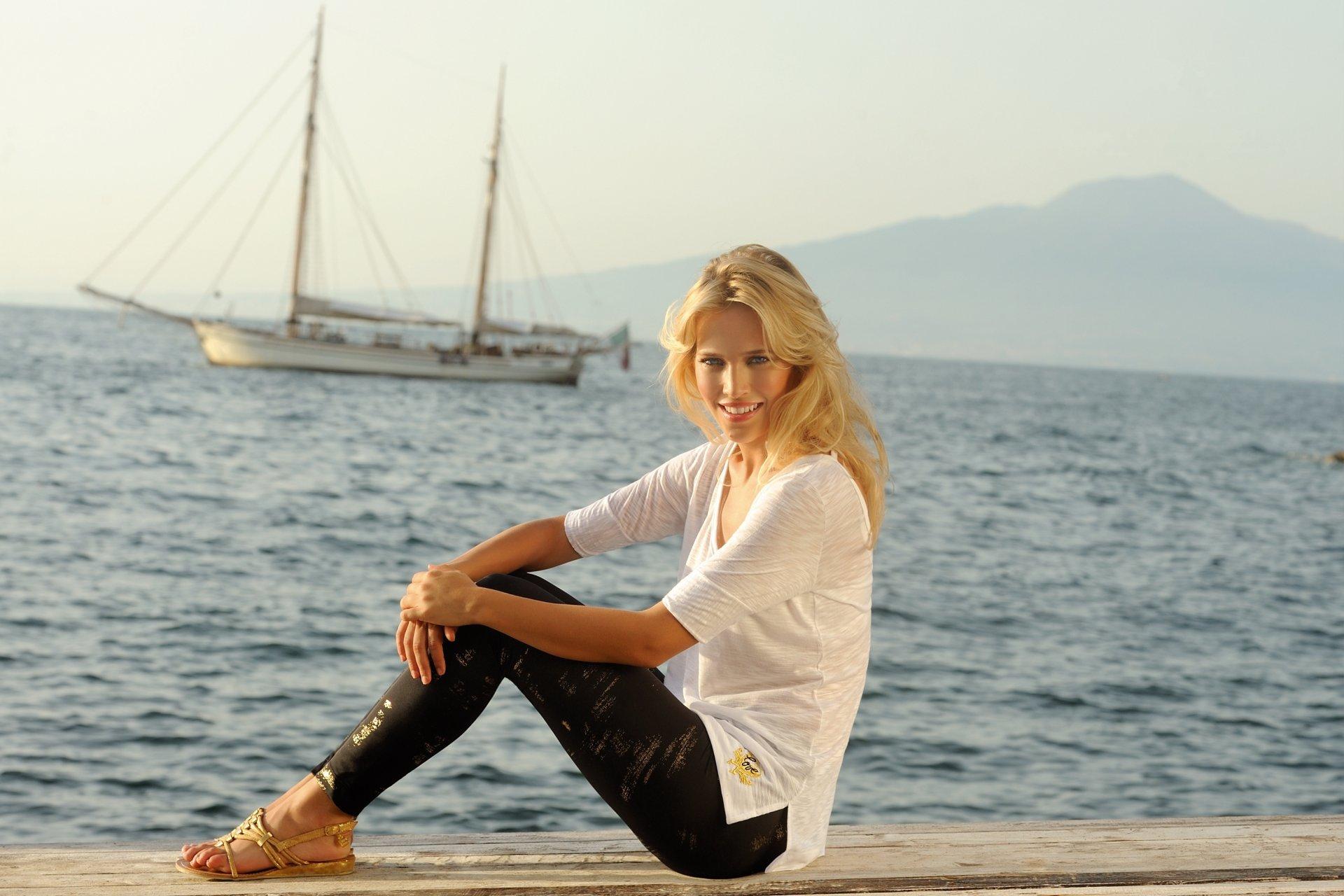 интересующие вопросы новые фото девушек блондинок на море нее