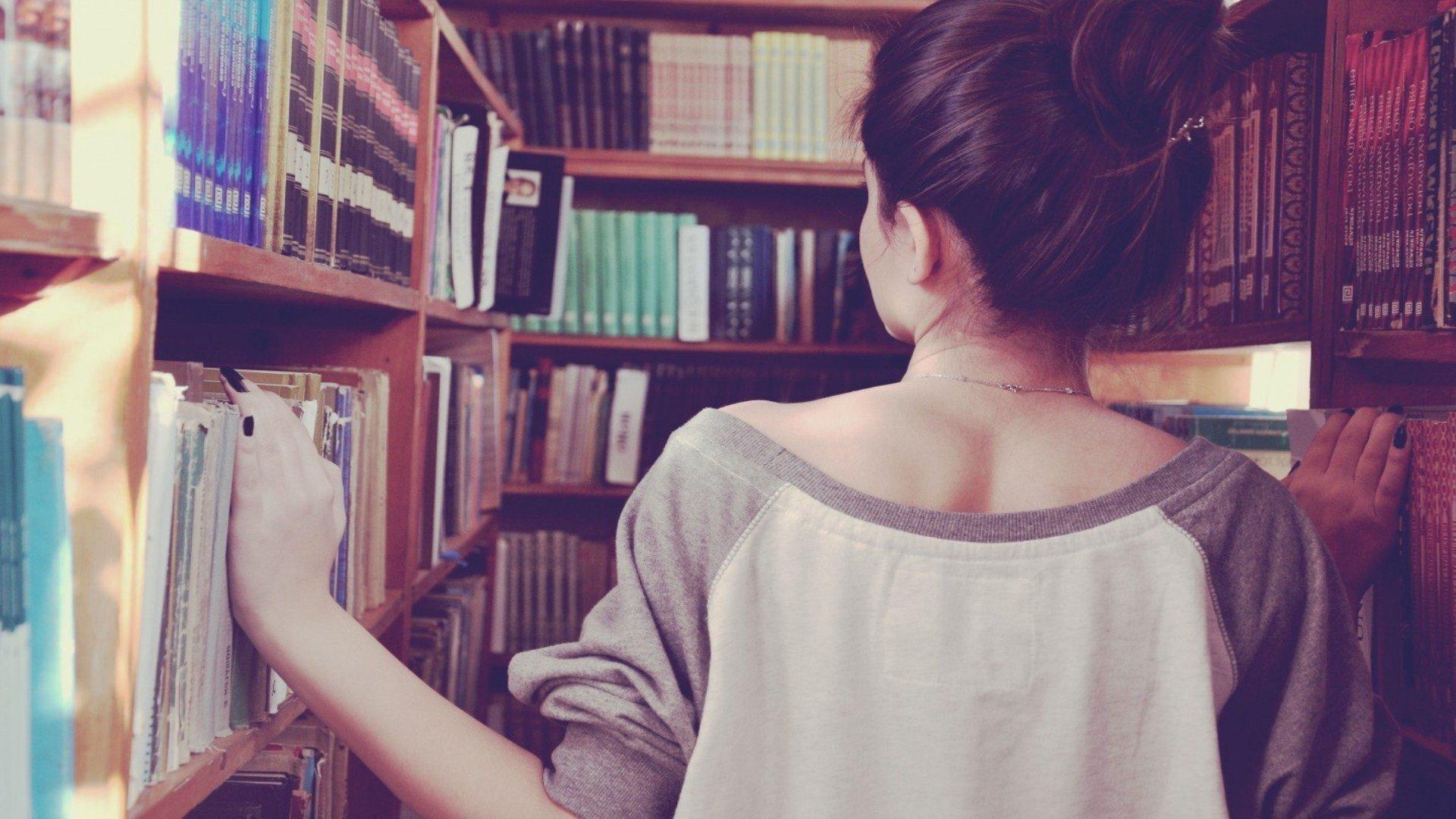 Фото на аву для девушек со спины смешные