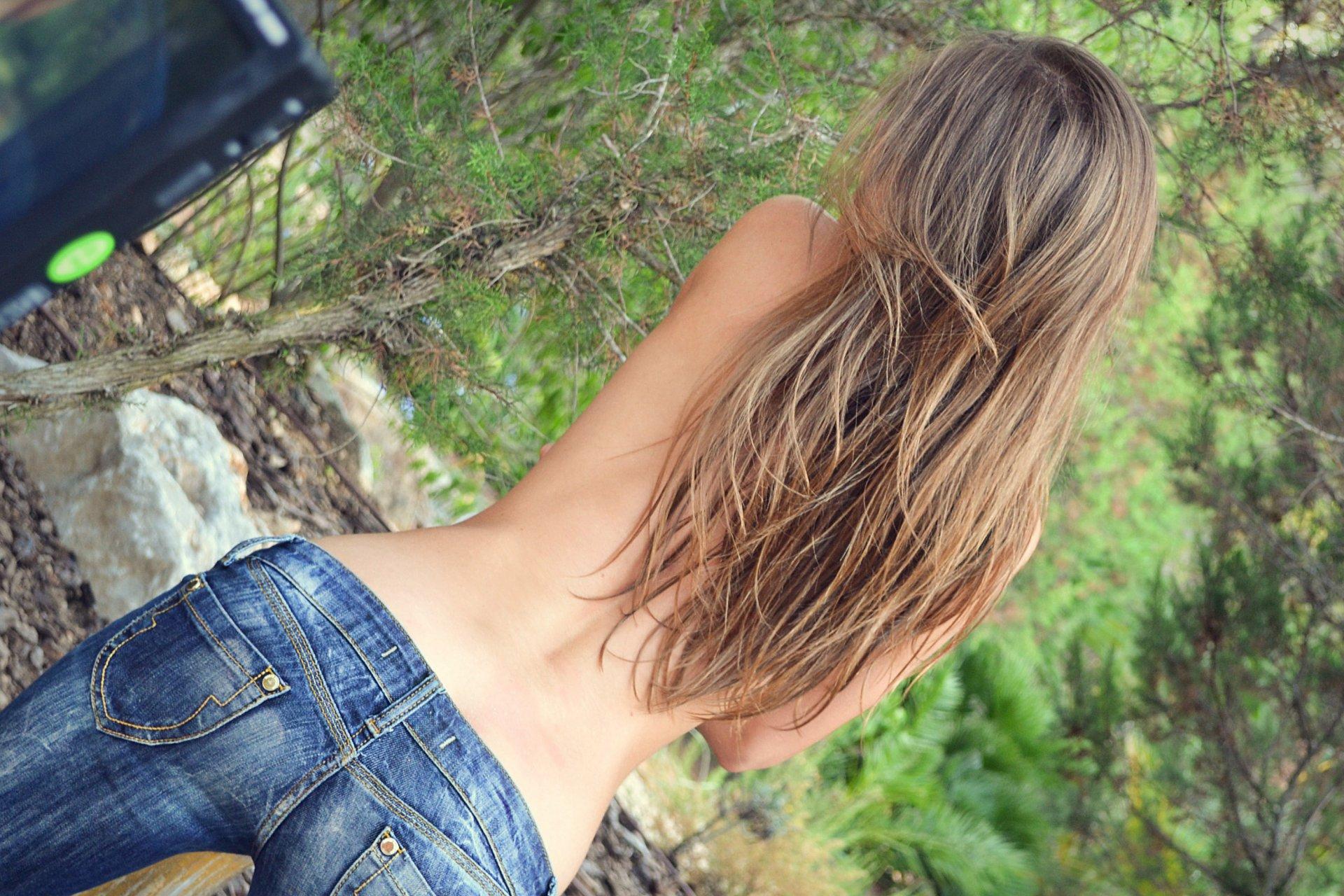 Все фотографии девушек со спины на аву в темноте