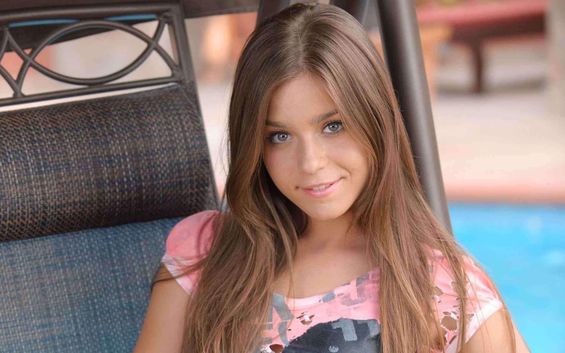 Смотреть фото молодых красивых девочек в домашнем, Откровенные снимки молодых русских девушек 18 фотография