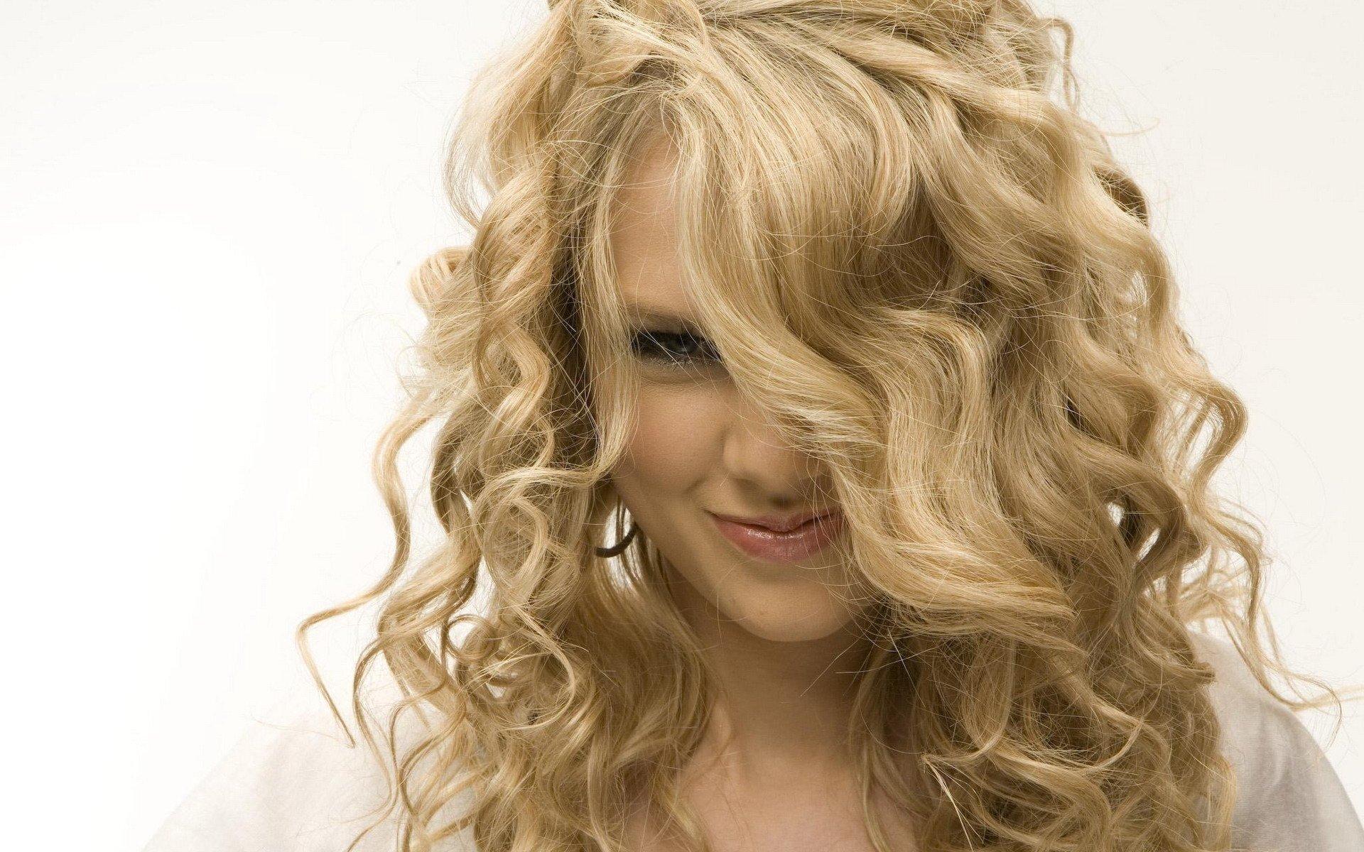 проявления красивые девушки блондинка с волнистыми волосами порно
