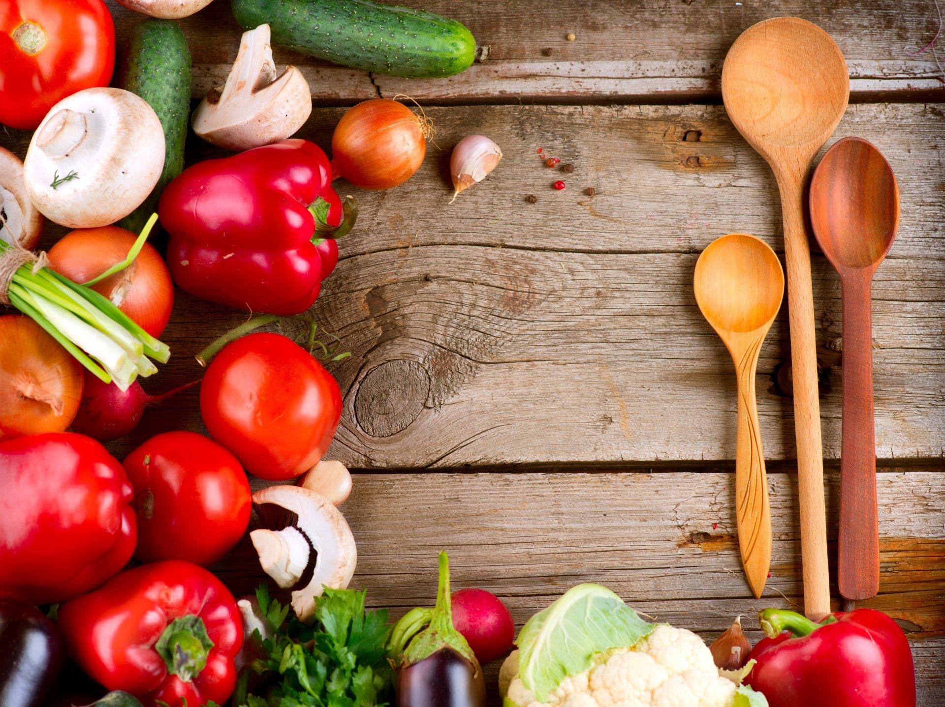 Обои makro, помидоры, еда, овощи, капли, стол. Еда foto 18