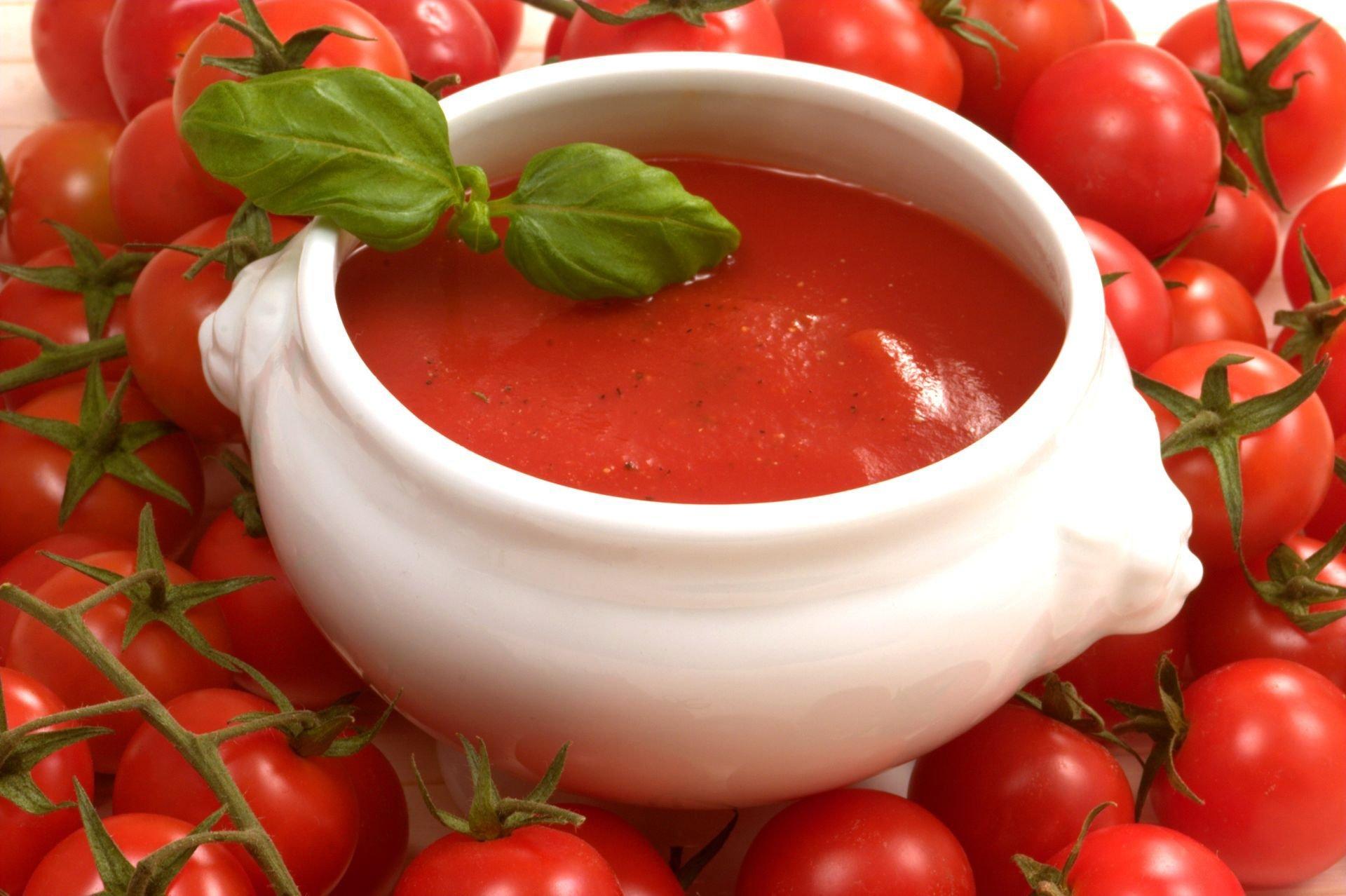 Томаты и кетчуп