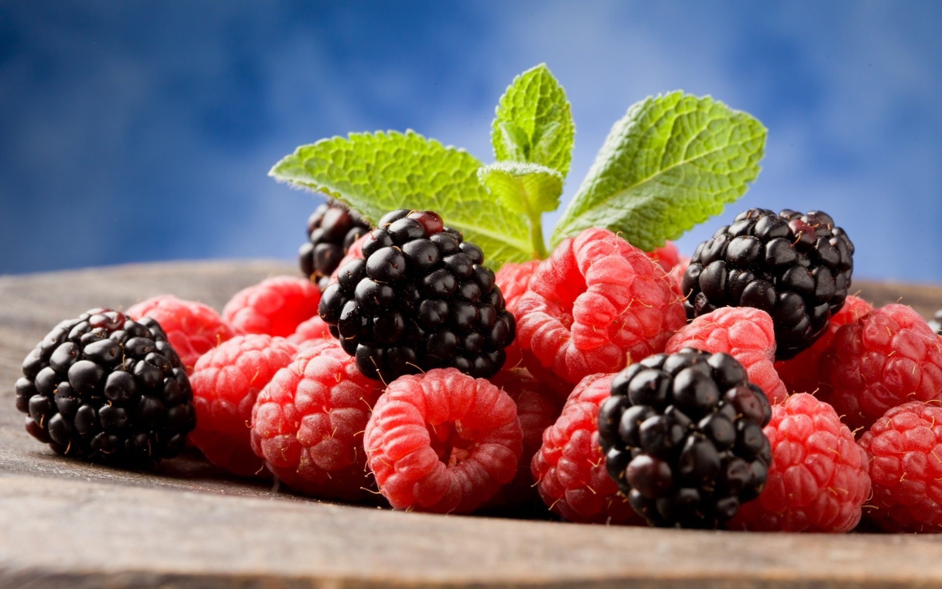 Обои черника, тарелка, малина, фрукты, дыня, ежевика. Еда foto 12