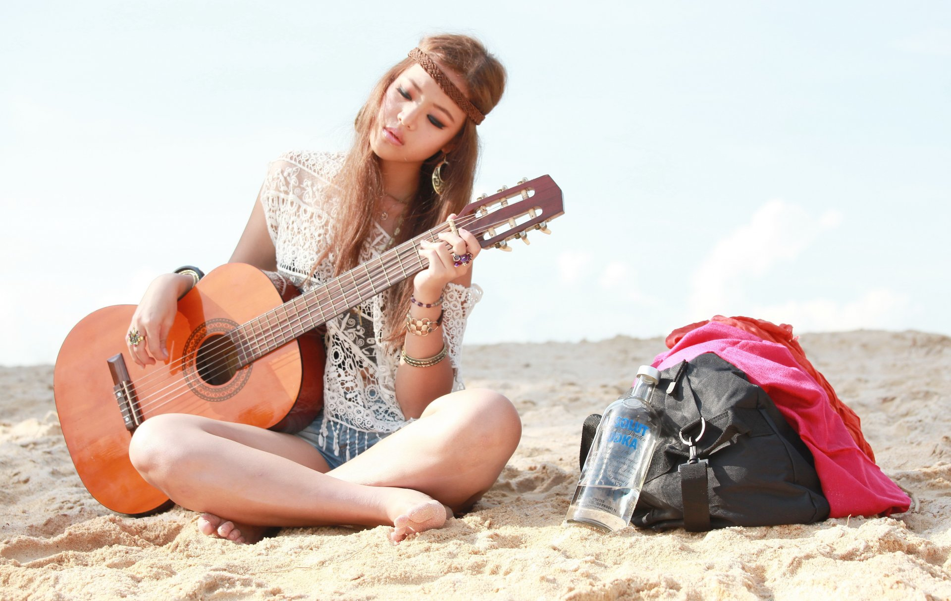 Гитара картинки на которой играет девушка