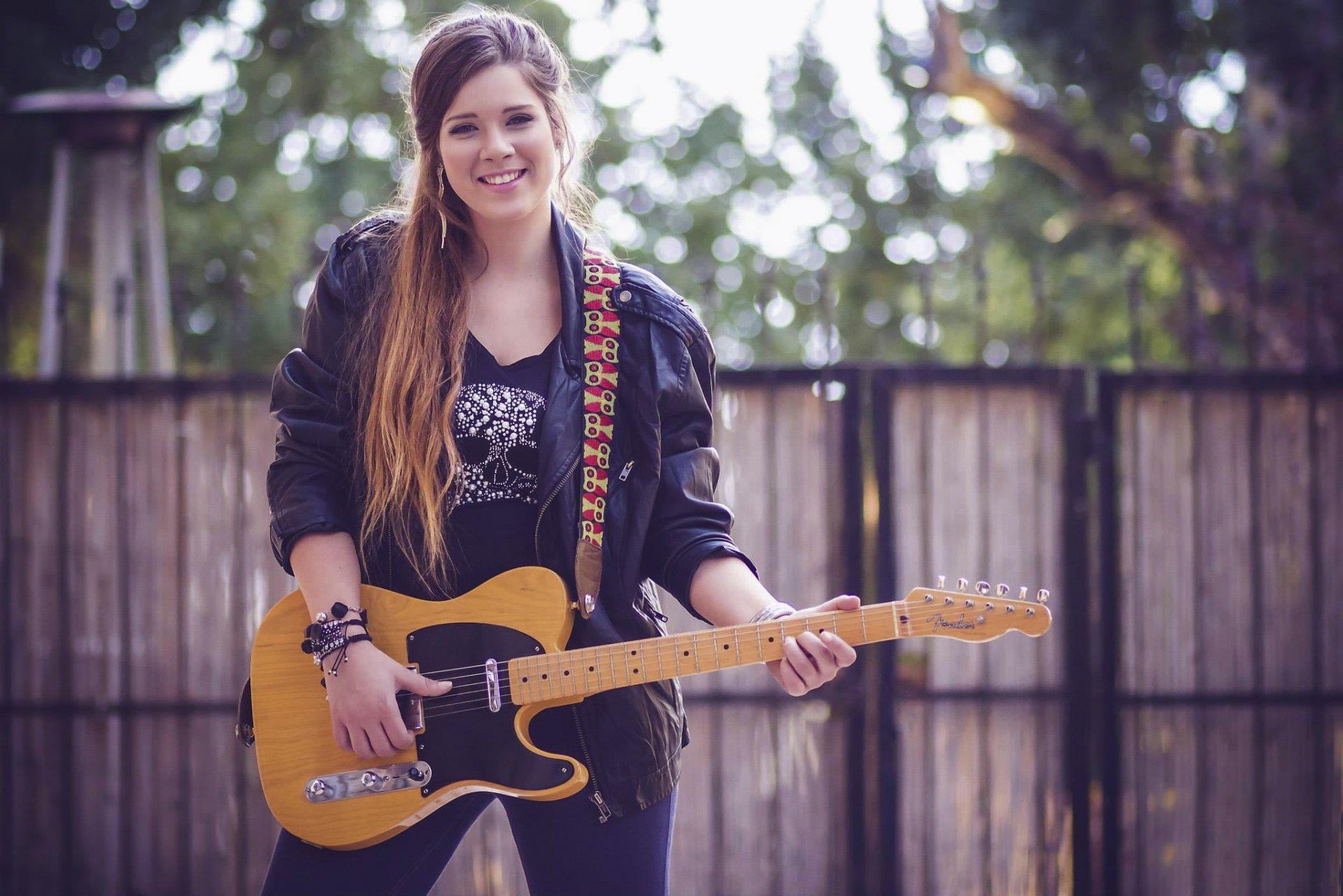 девушки гитара улыбка  № 465329 бесплатно