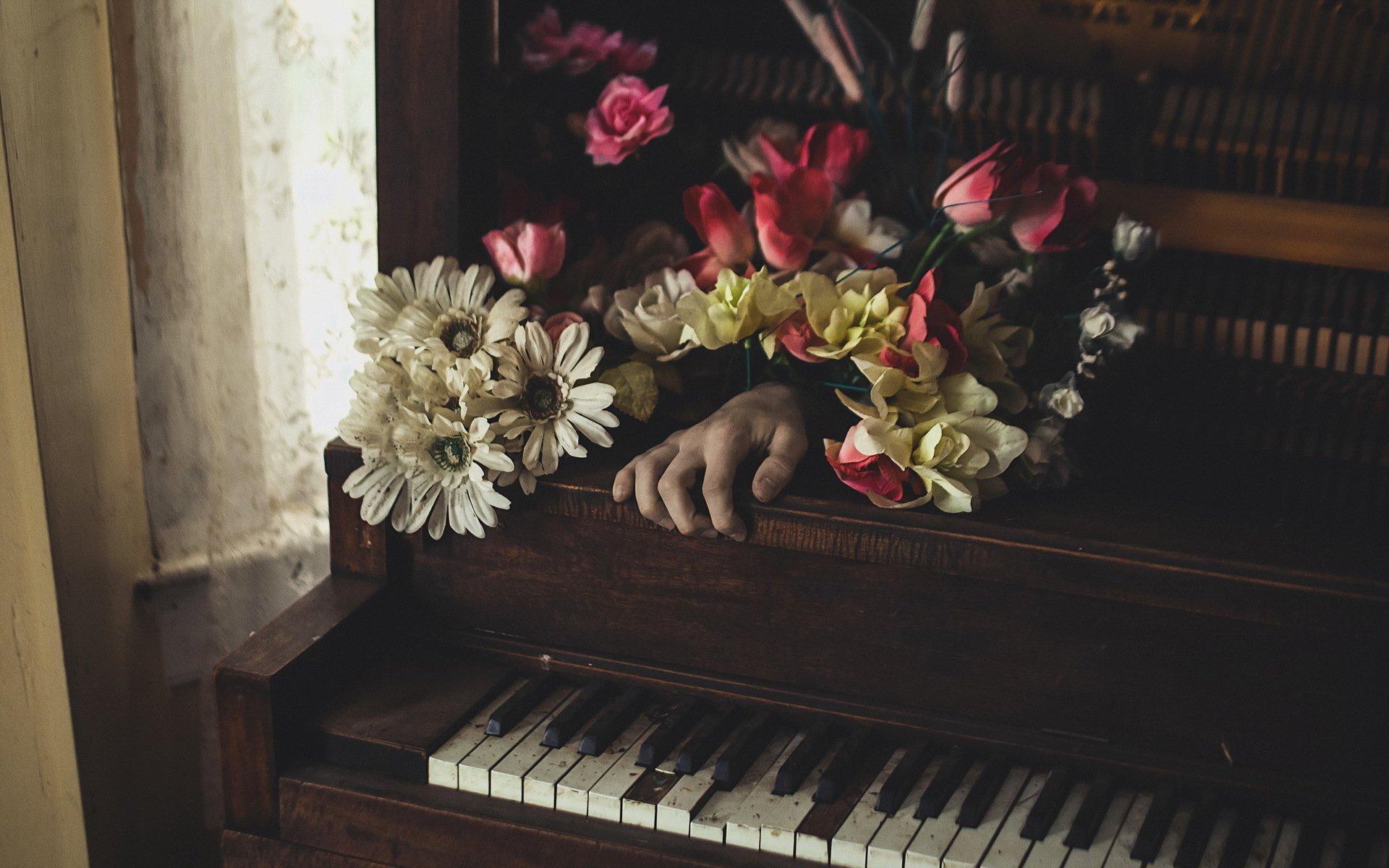 Фото фортепиано в цветах