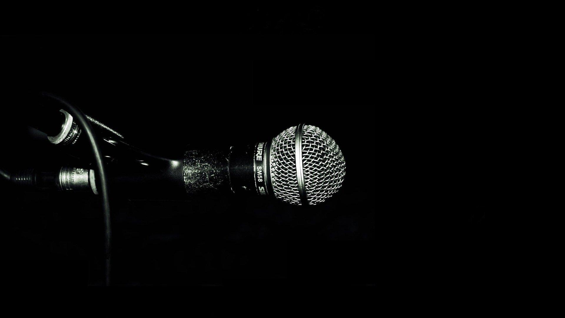 Музыка колонки с микрофоном в хорошем качестве