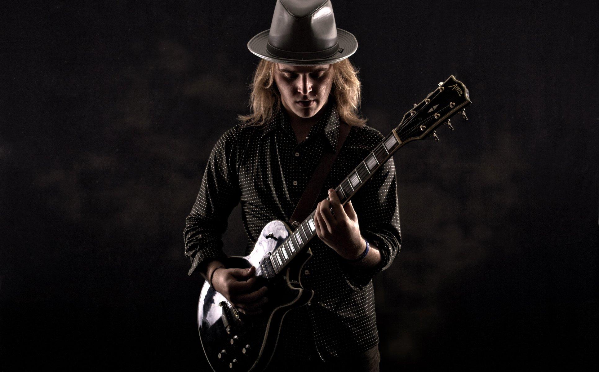 https://w-dog.ru/wallpapers/6/9/464888950320514/gitarist-gitara-muzyka-dzhejk-shepard.jpg