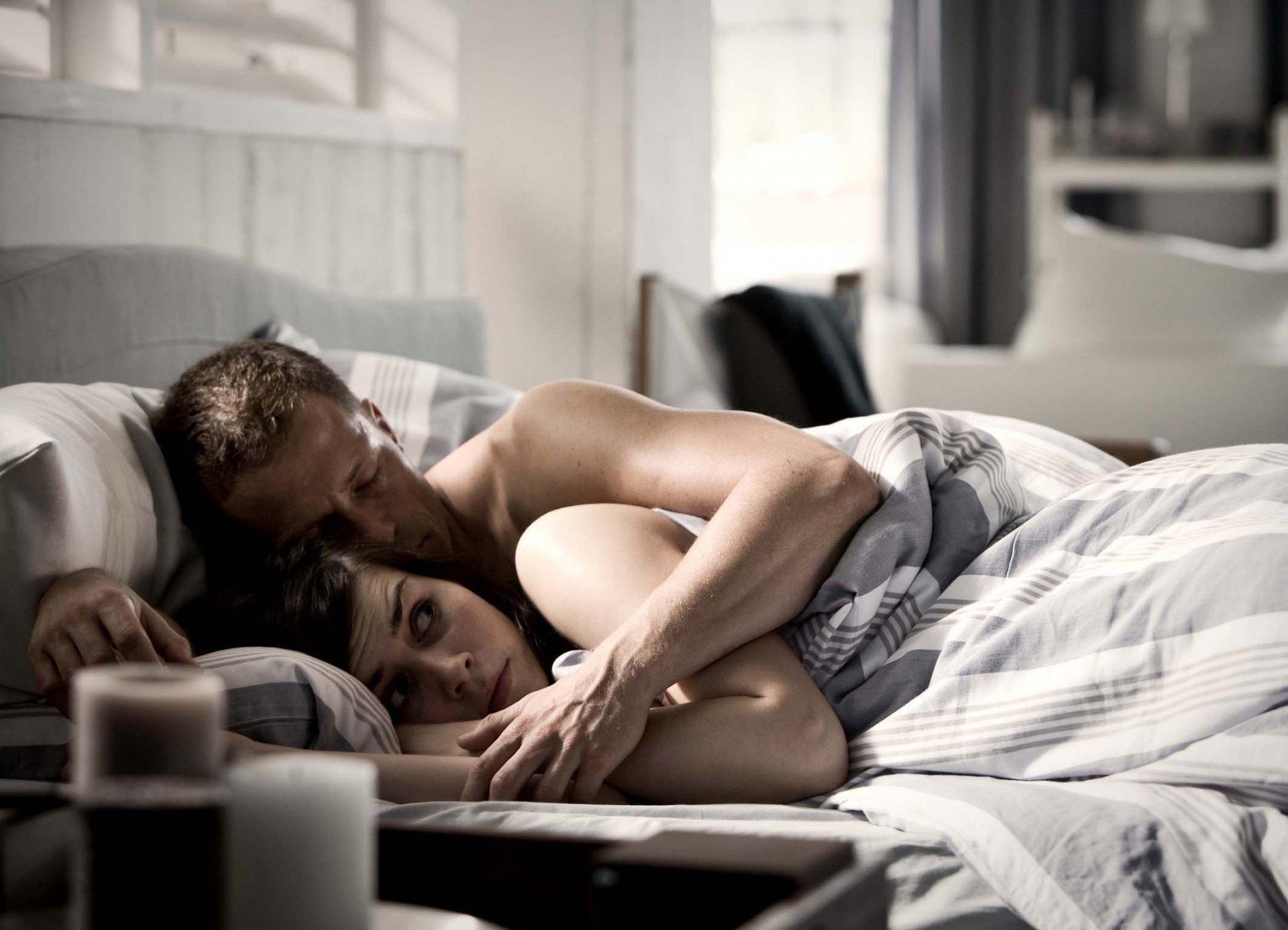 размещение рекламы бабы отдались парню в кровати фото удовольствие, можешь насладиться