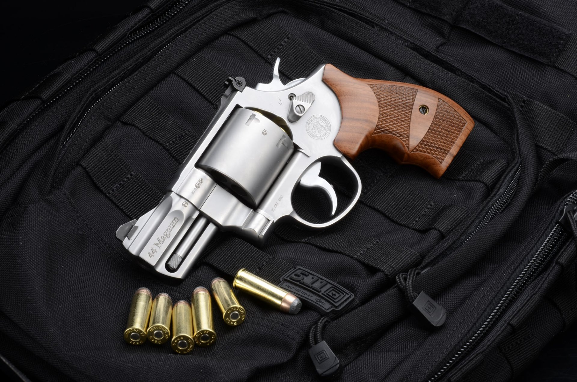 рублях курсу картинки револьверов смит вессон натюрморте